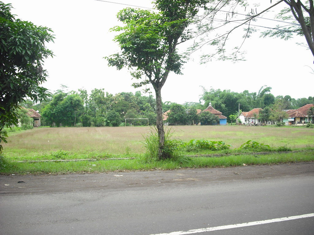 File:Lapangan Sepak Bola Cihideunggirang, Cidahu, Kuningan - panoramio.jpg