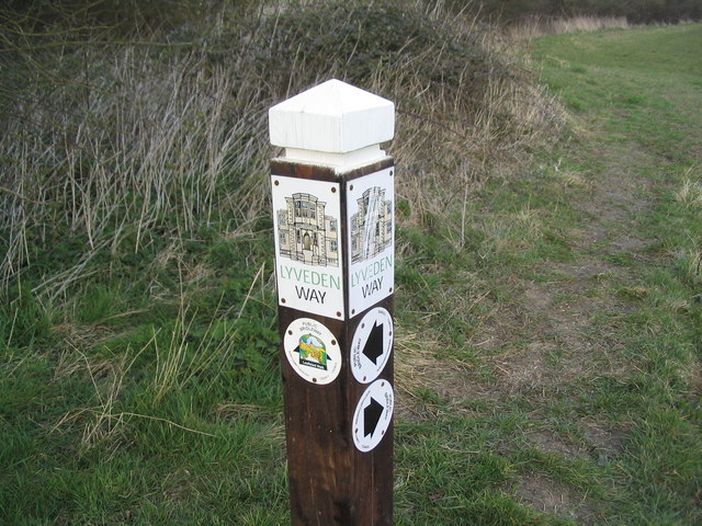 Lyveden Way way-marker in Fermyn Wood Country Park - geograph.org.uk - 378627