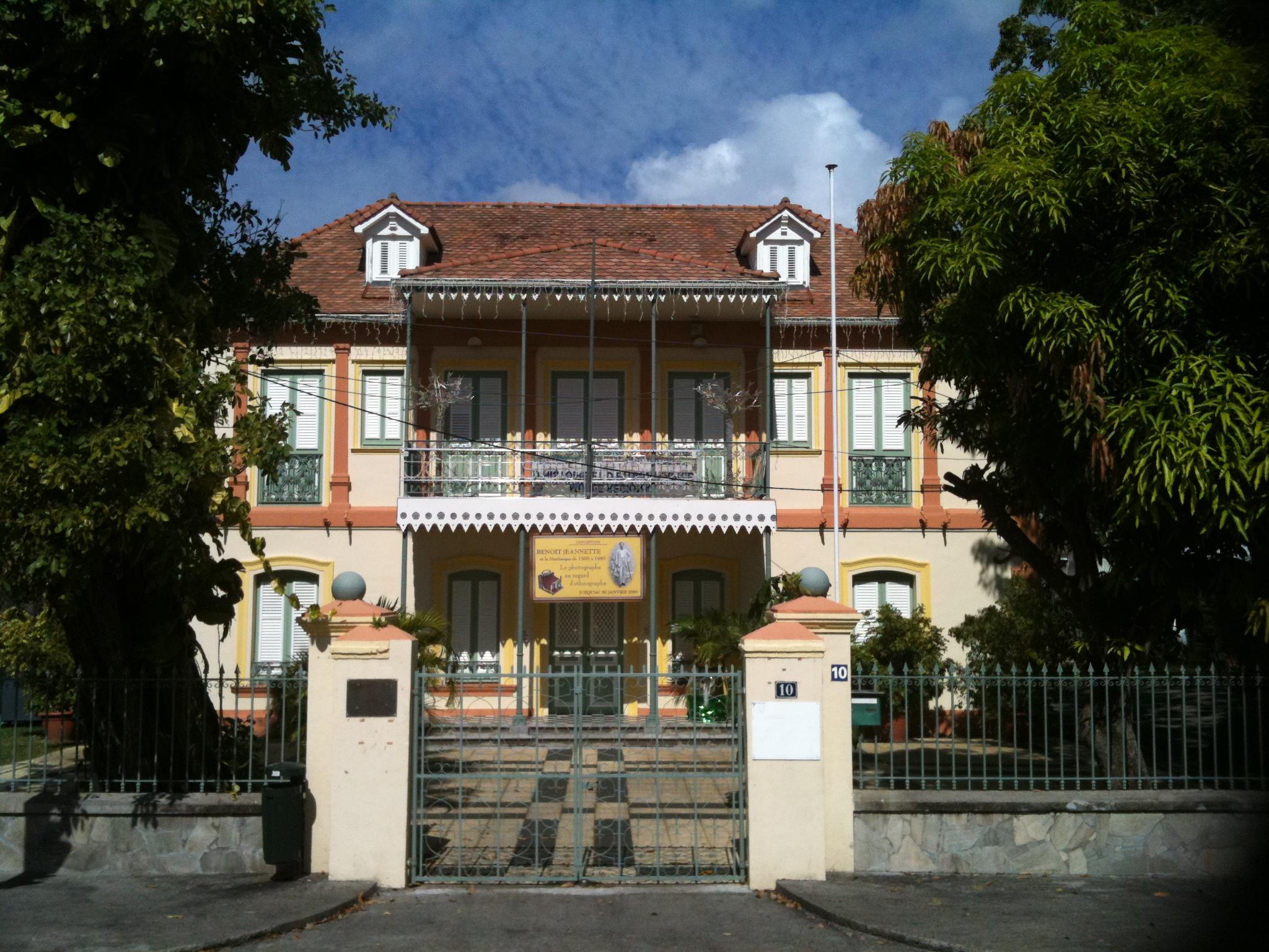 Fichier:Maison des syndicats à Fort de France.JPG — Wikipédia