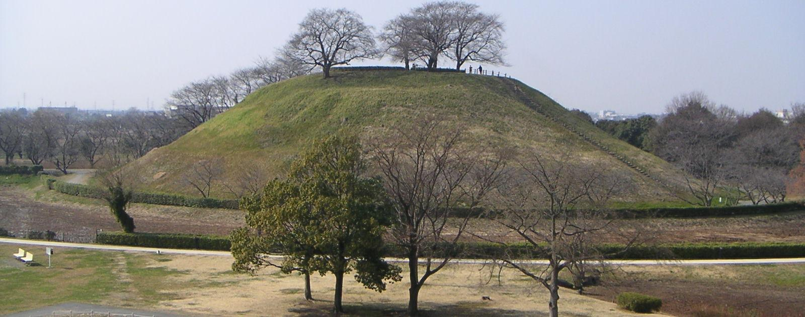 石田三成が布陣した丸墓山古墳/Wikipediaより引用