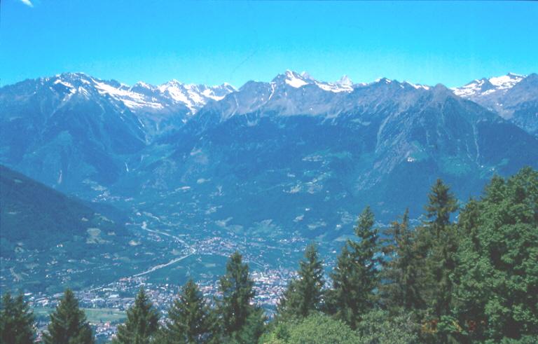 File:Meraner Berge.jpg