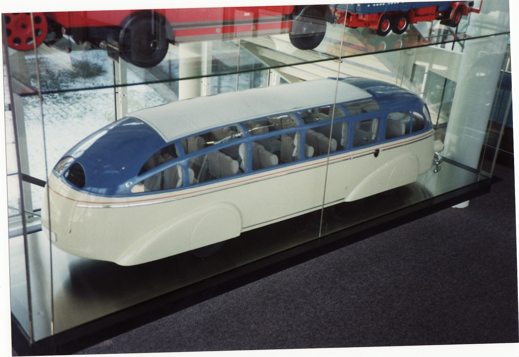File:Mercedes Benz Autobahn Streamliner Coach (Model of 1936