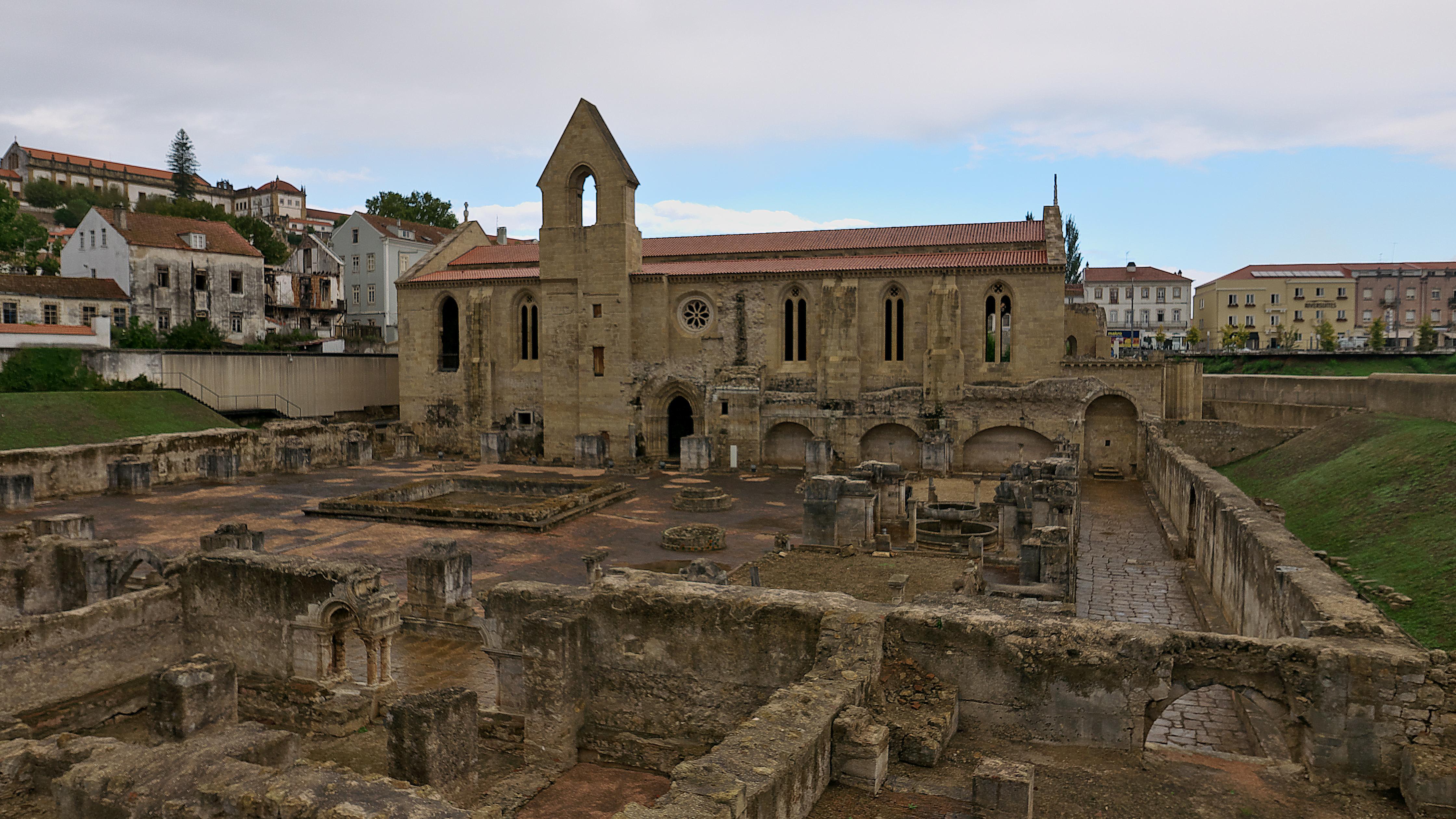 File Monasterio De Santa Clara La Vieja Coimbra Jpg Wikimedia Commons