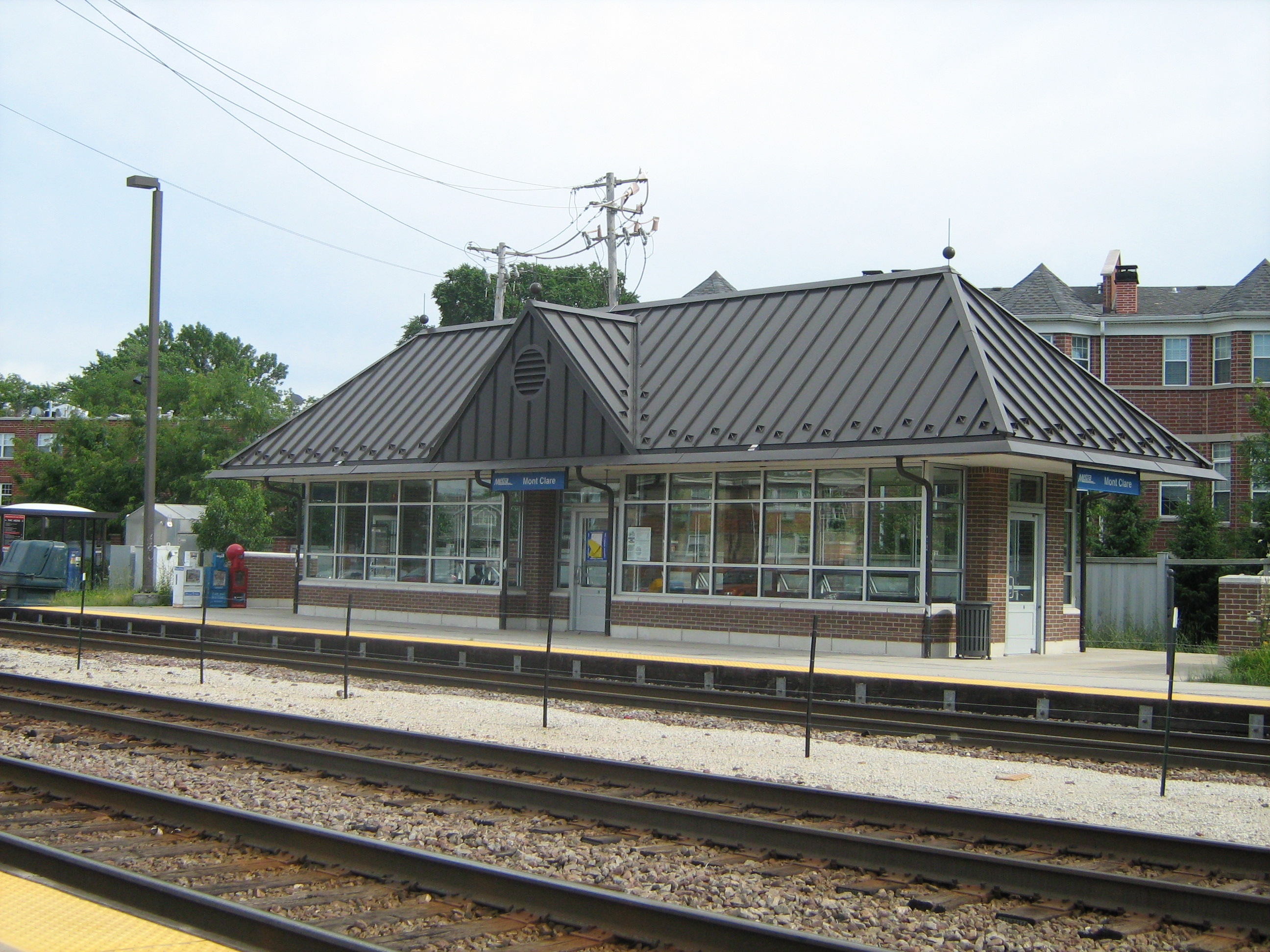 Mont Clare Metra station located near Grand Avenue and Sayre Avenue.
