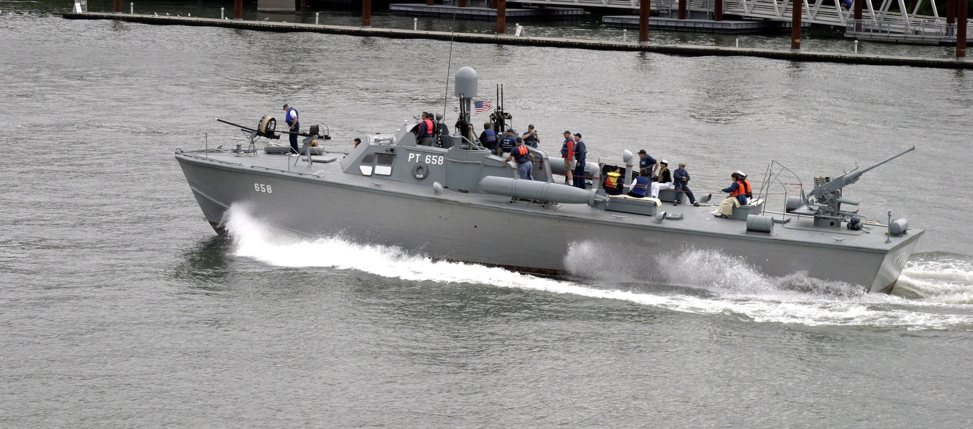 rc military boats for sale with D0 A4 D0 B0 D0 B9 D0 Bb Motor Torpedo Boat Pt 658 on Giant Scale Rc Airplanes likewise Porte Avions Lego additionally Stern Of Battleship Bismarck besides Watch also Rc Ready To Run La Class Diving Submarine 1100 Scale.