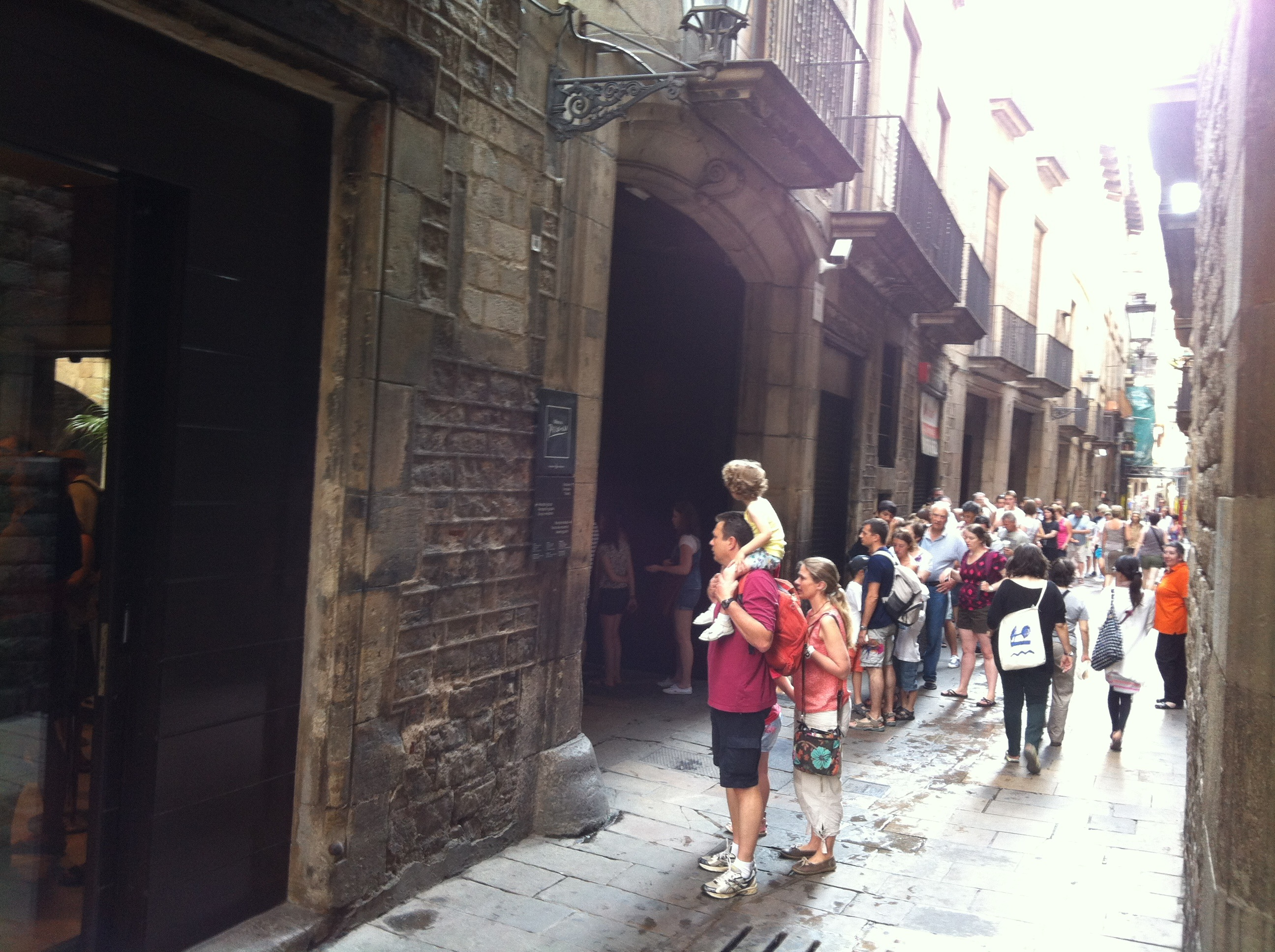 File:Museu Picasso Barcelona- queues.jpg - Wikimedia Commons