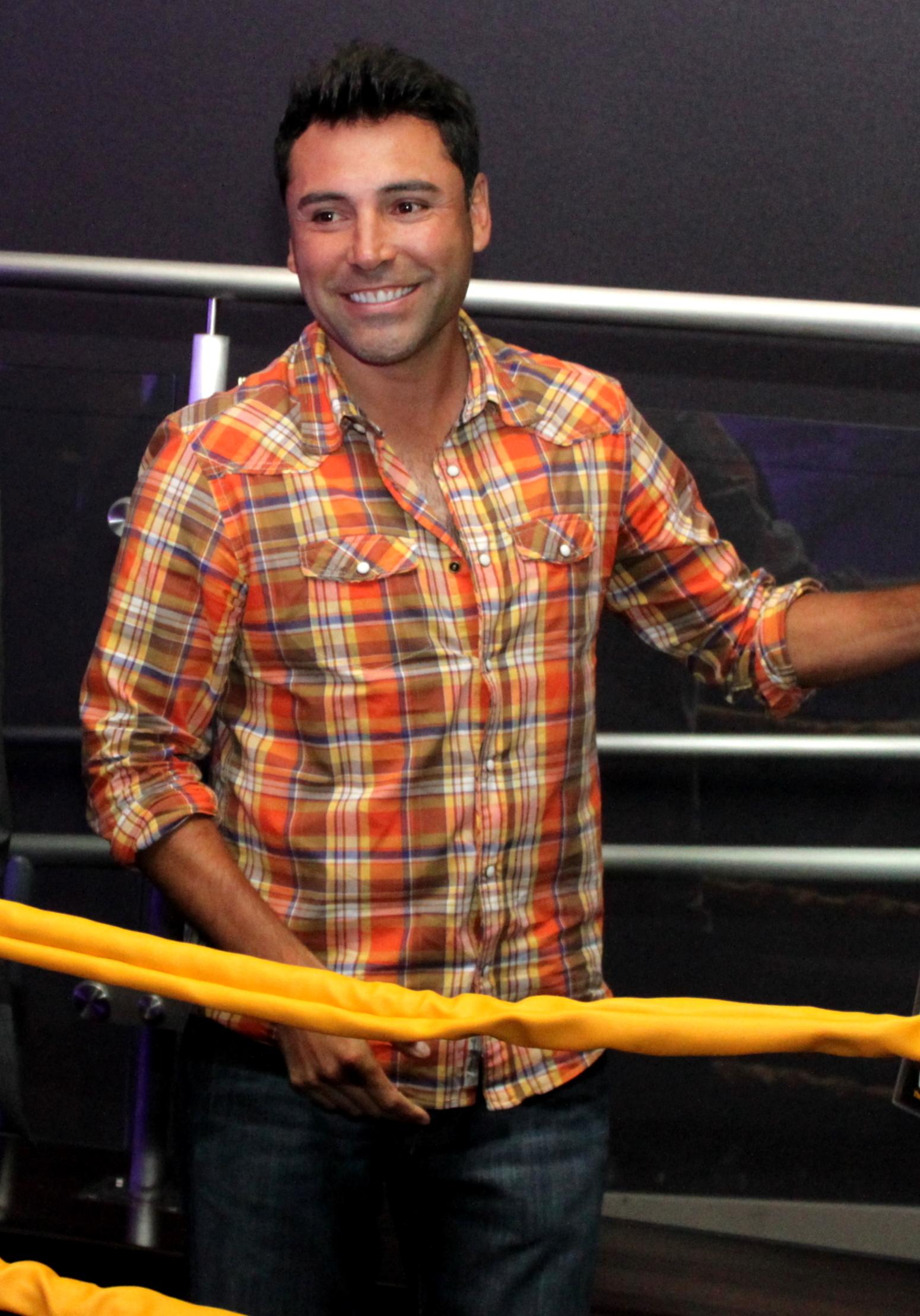 http://upload.wikimedia.org/wikipedia/commons/6/6a/Oscar_De_La_Hoya,_Jul_2010.jpg