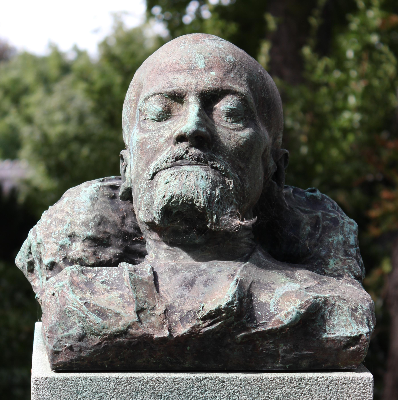 Bust of Montaiglon by [[François-Léon Sicard|Sicard]] on his grave at [[cimetière du Père-Lachaise]].