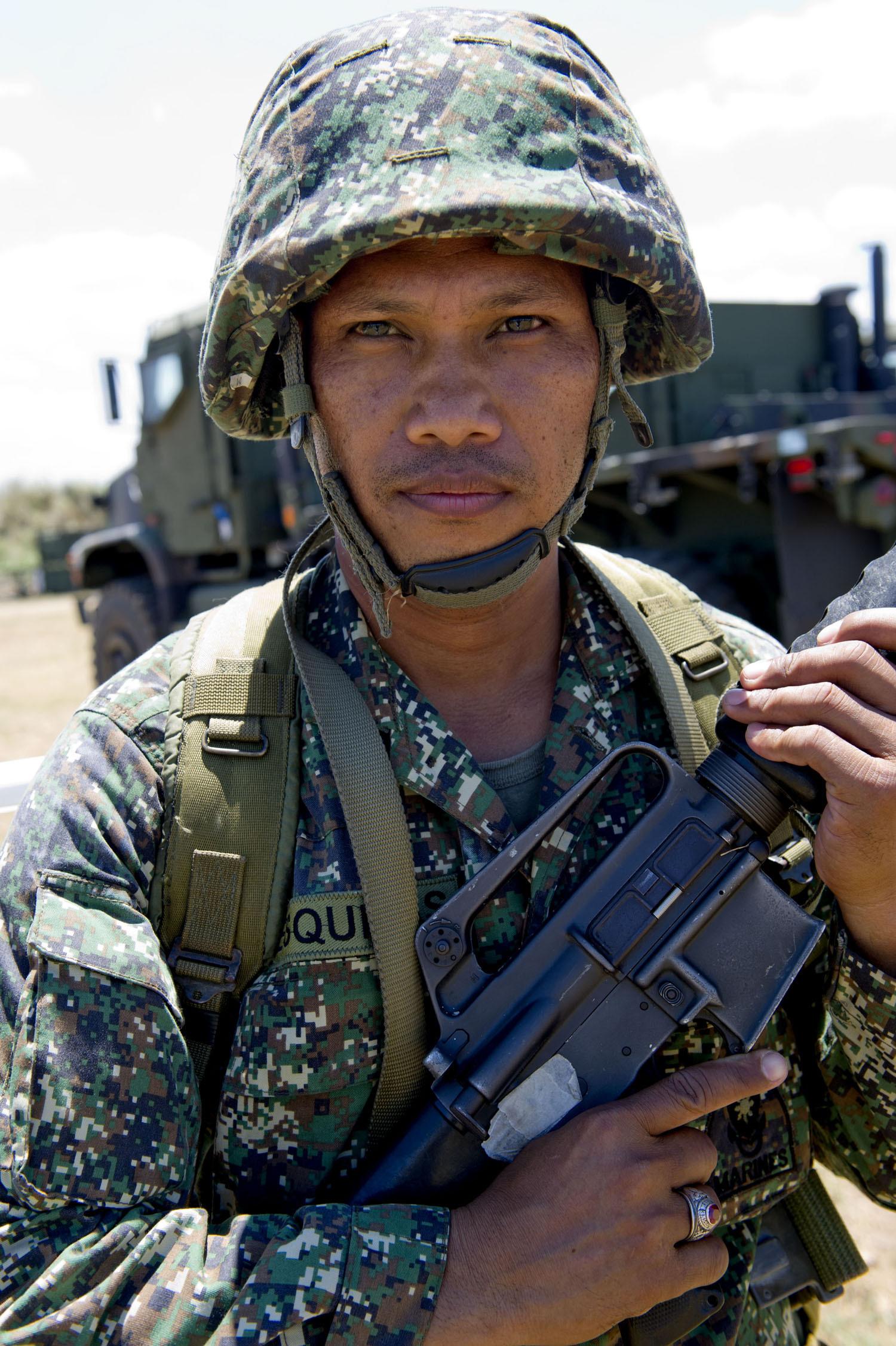 File:Philippine Marine Corps Staff Sgt. Rey Esquivias, an auto ...
