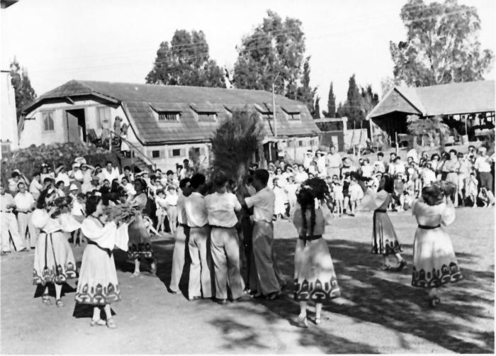 גן-שמואל-חג הביכורים 1942-7