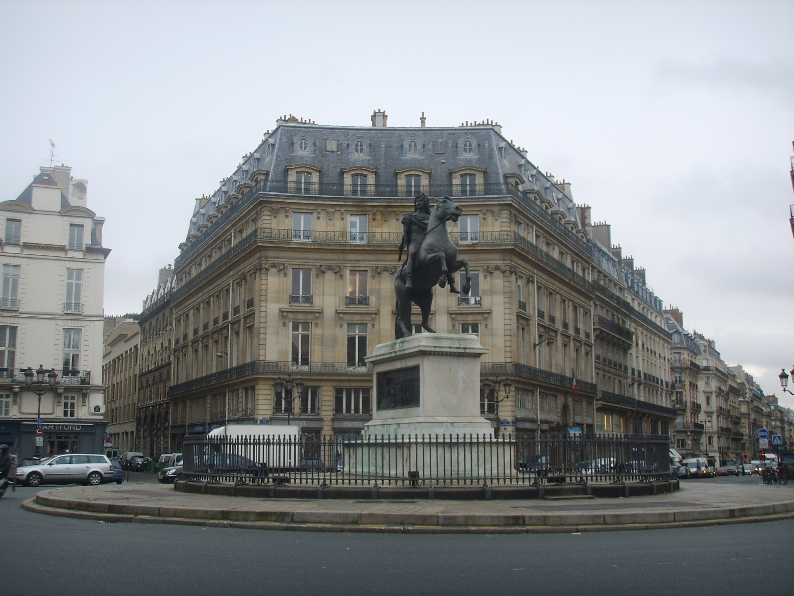 Wikiwand - Place des victoires metro ...
