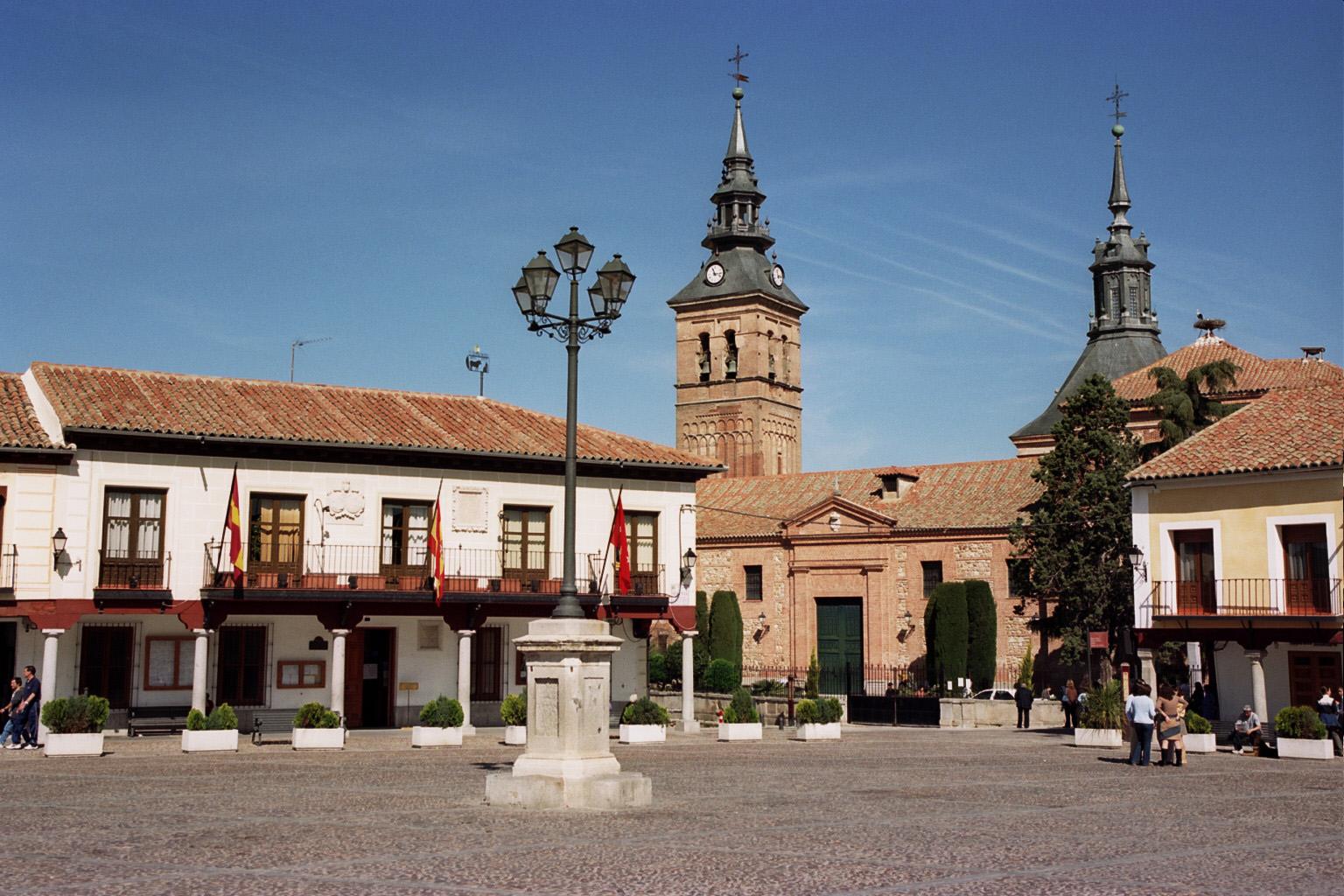 File:Plaza de Segovia de Navalcarnero.jpg - Wikimedia Commons