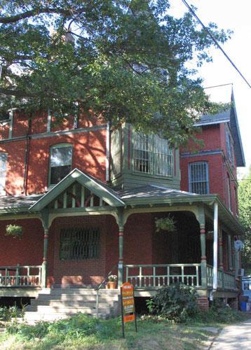 Queen anne house.JPG