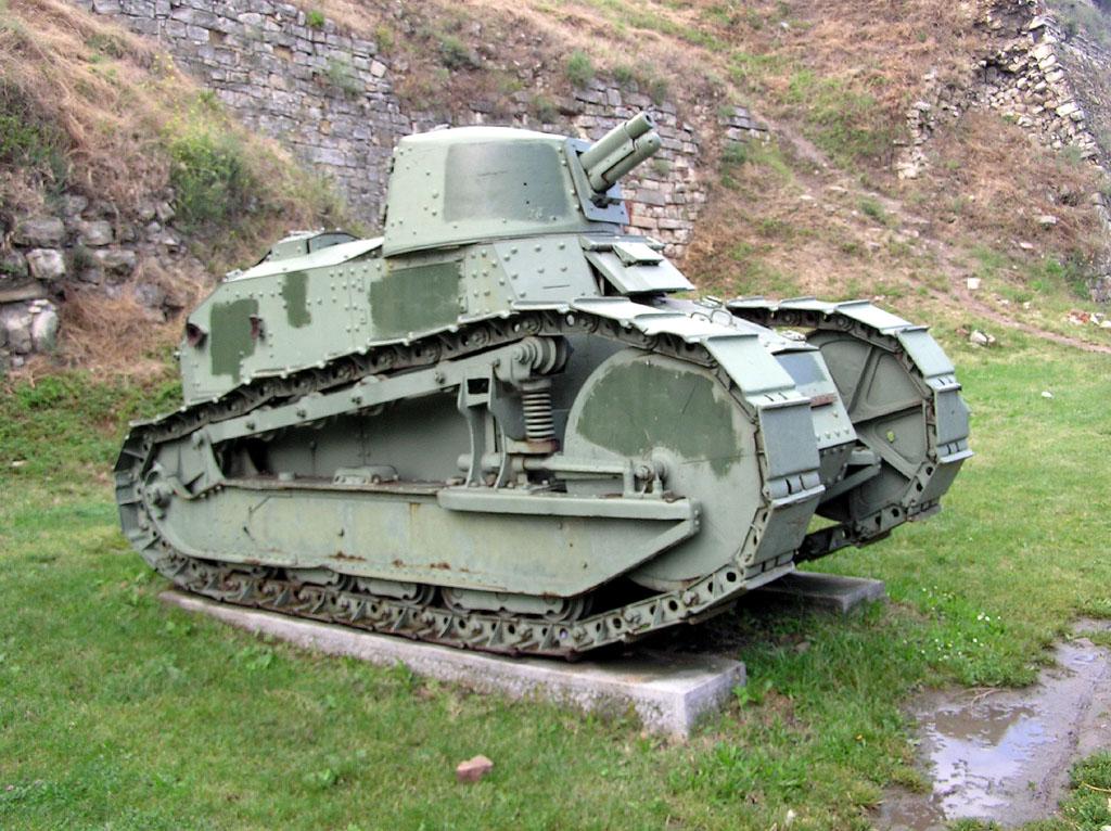 1918: Der Renault FT 17 mit selbsttragender Panzerwanne und drehbarem Geschützturm wurde prägend für spätere Panzertypen bis zur Gegenwart