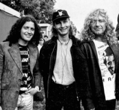 Robert Plant and Phil Johnstone, backstage at Glastonbury Festival, 1993.jpg
