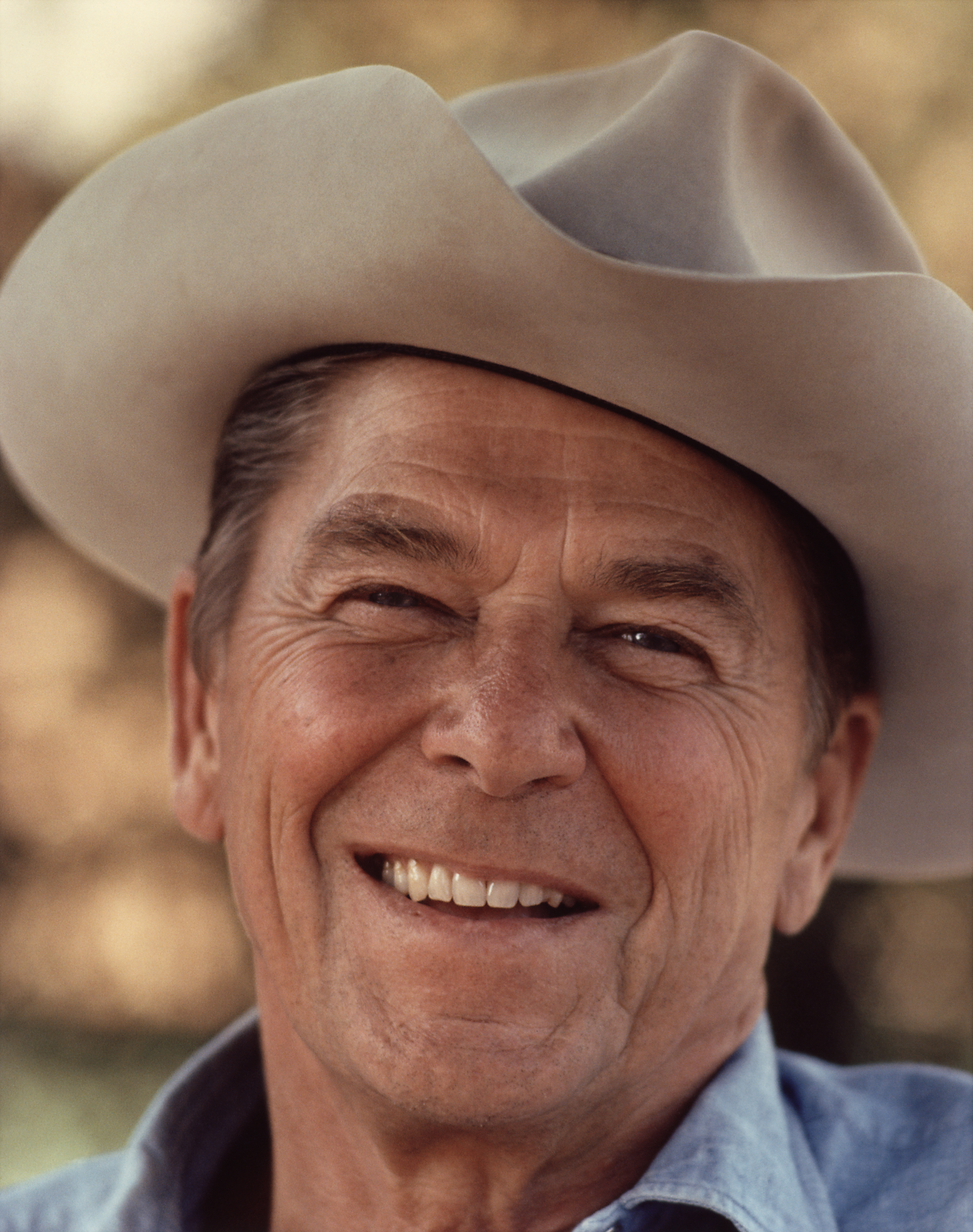 https://upload.wikimedia.org/wikipedia/commons/6/6a/Ronald_Reagan_with_cowboy_hat_12-0071M_edit.jpg#ronald%20reagan%20%202329x2947