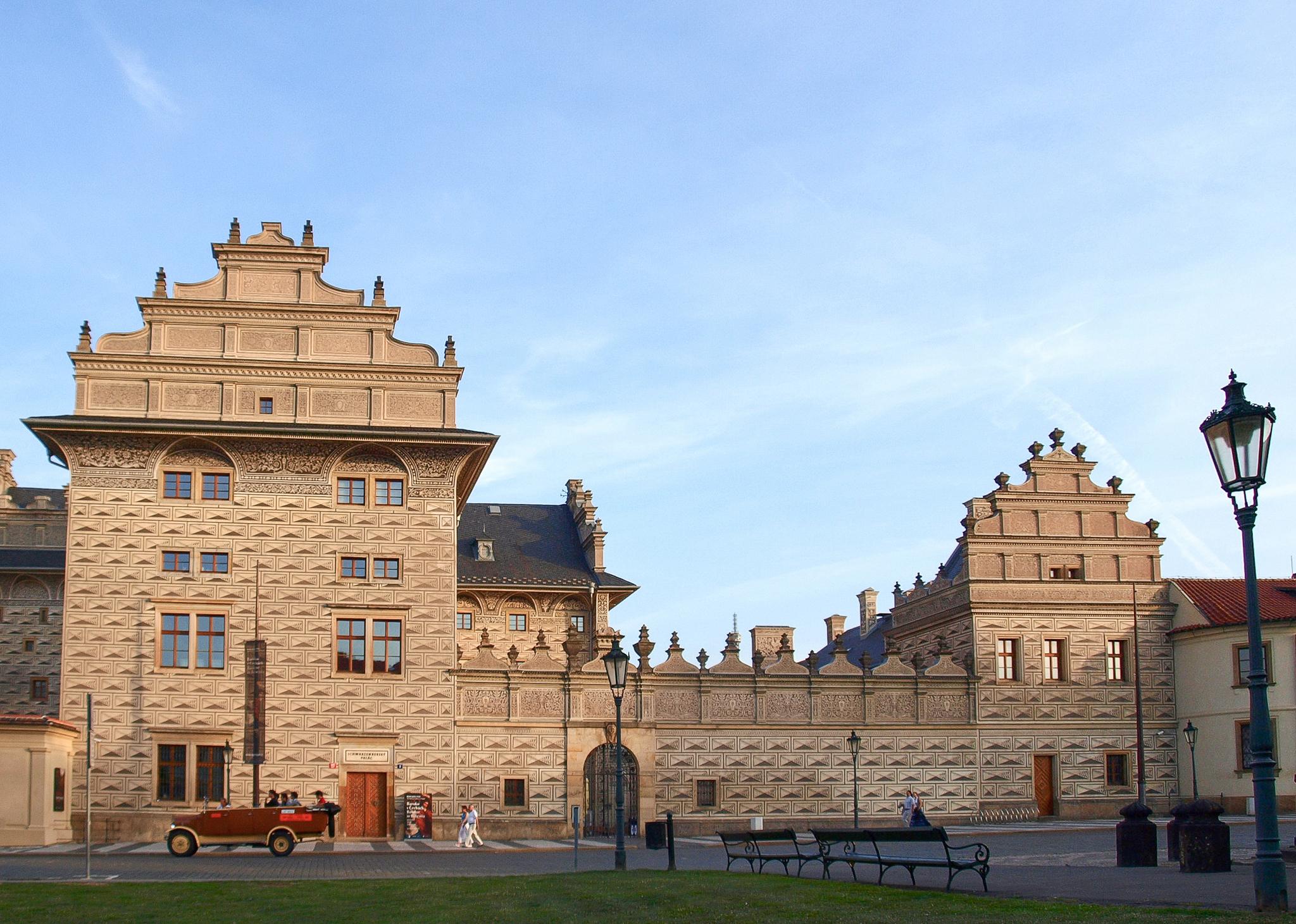 Schwarzenberský_palác_1.JPG
