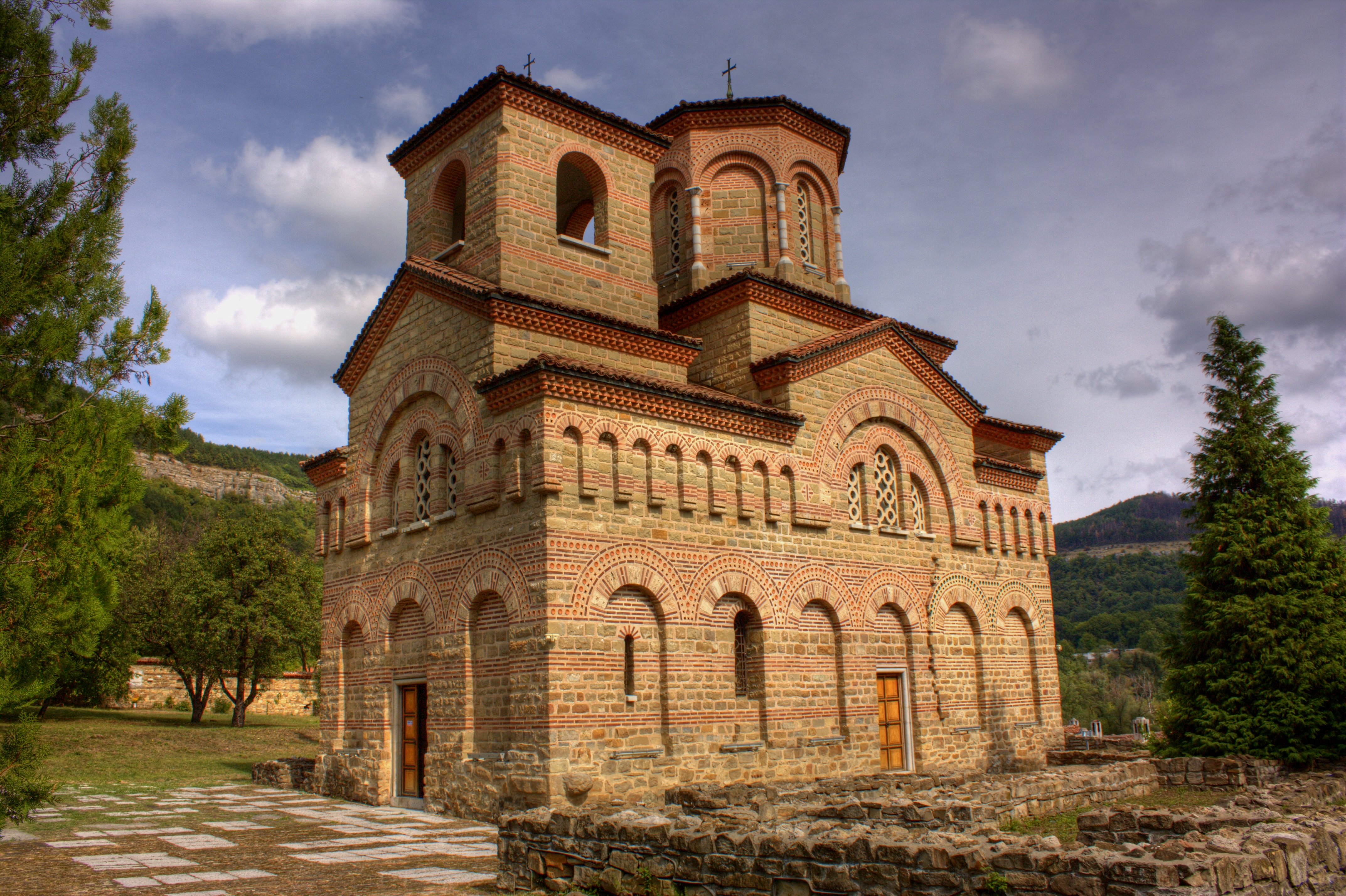 http://upload.wikimedia.org/wikipedia/commons/6/6a/St_Demetrius_Tarnovo_Klearchos_2.jpg