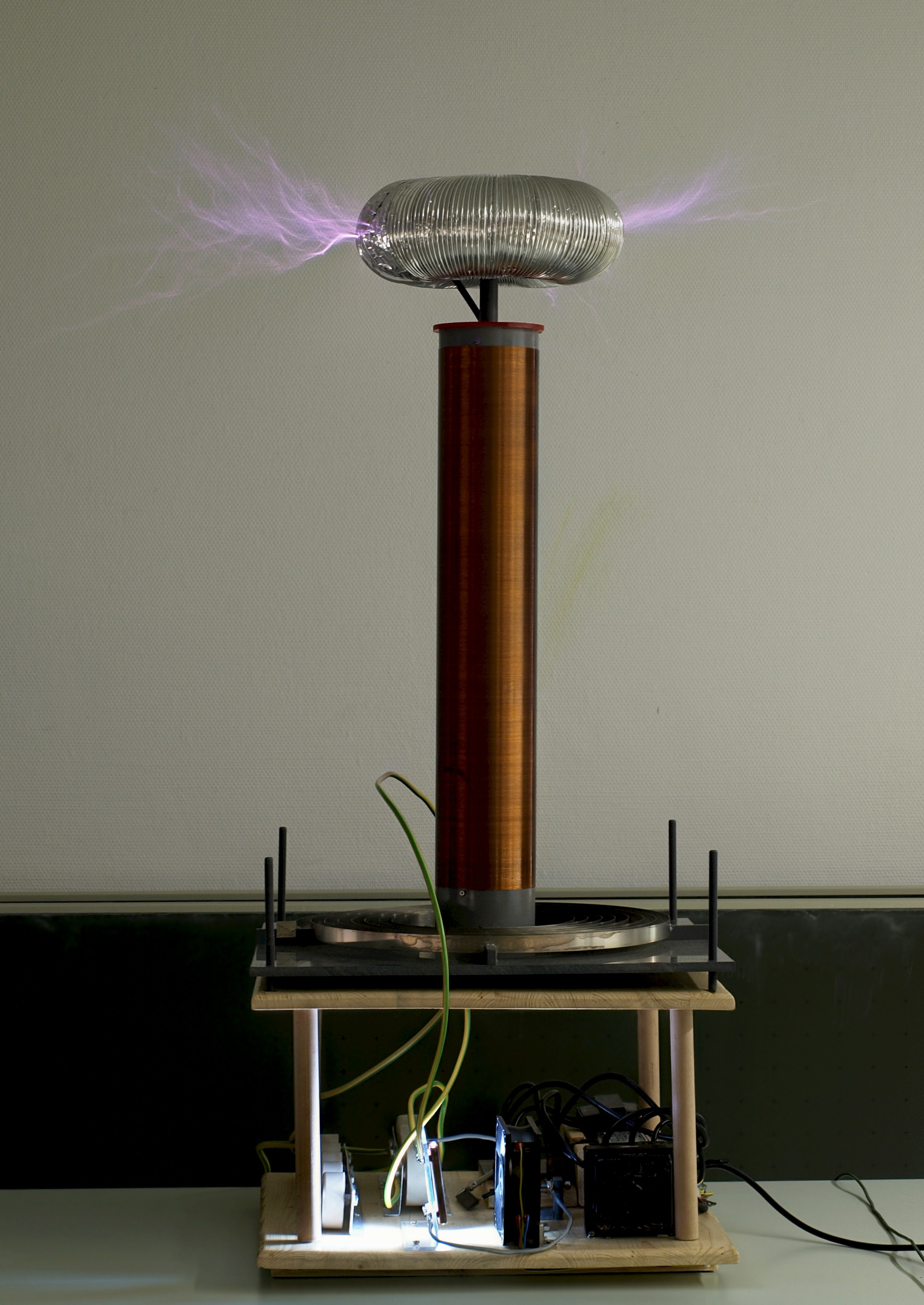 File Tesla Coil Jpg Wikimedia Commons