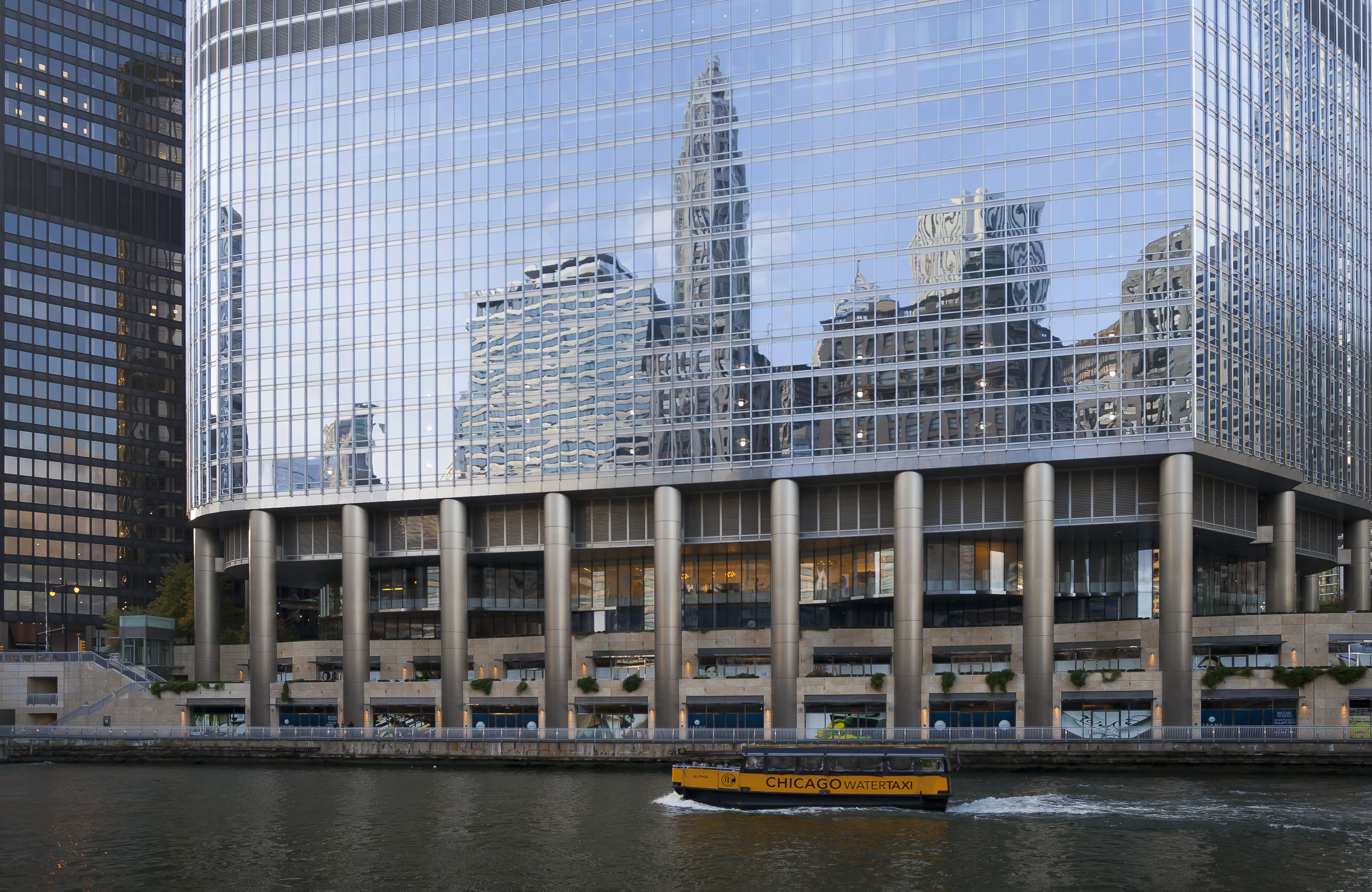 Archivo trump international hotel and tower chicago for Inns in chicago
