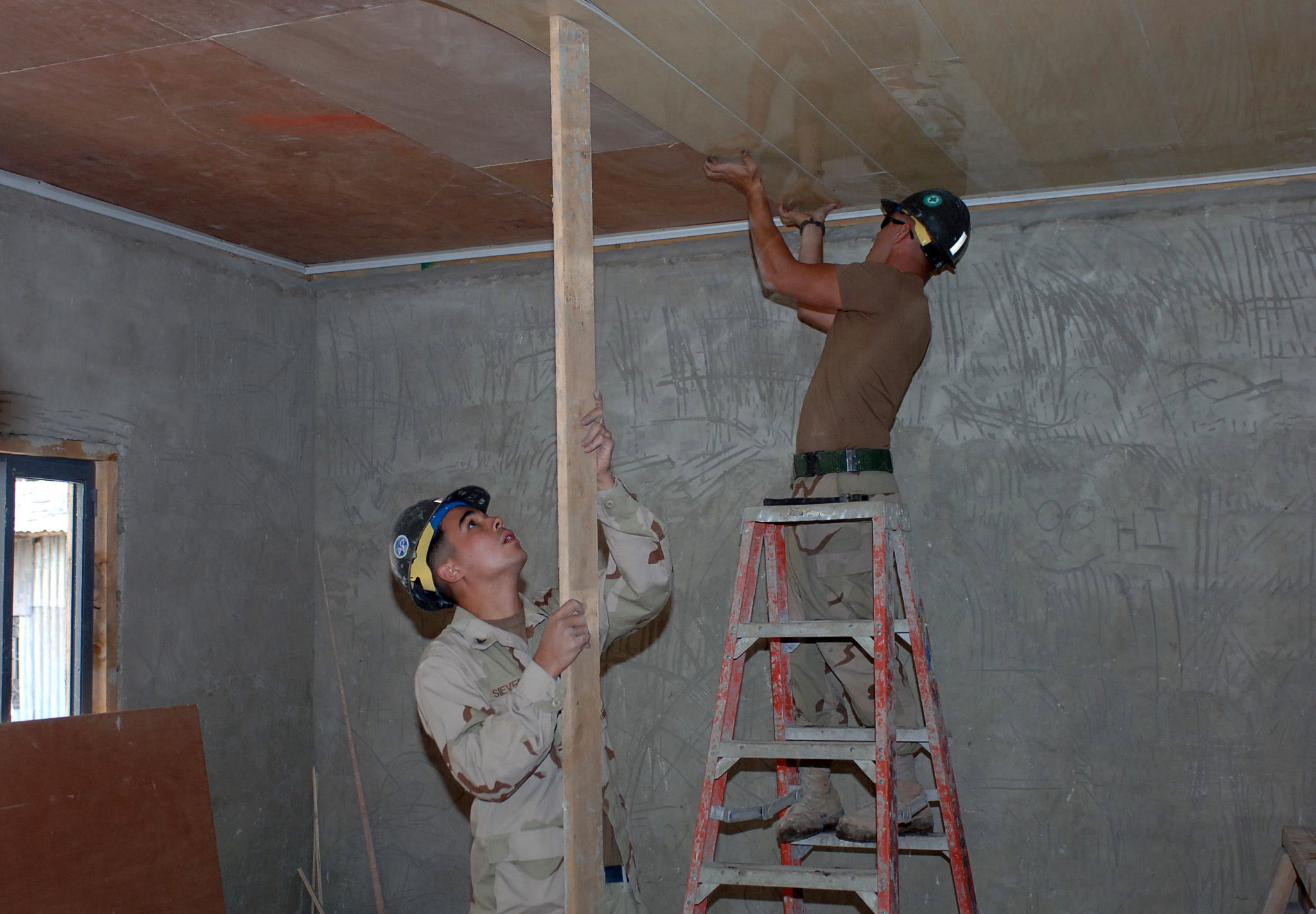 How to install ceiling tile - File Us Navy 071004n1003p001 Utilitiesman 3rd Class Brian Sievers File Us Navy 071004n1003p001 Utilitiesman 3rd Class Brian