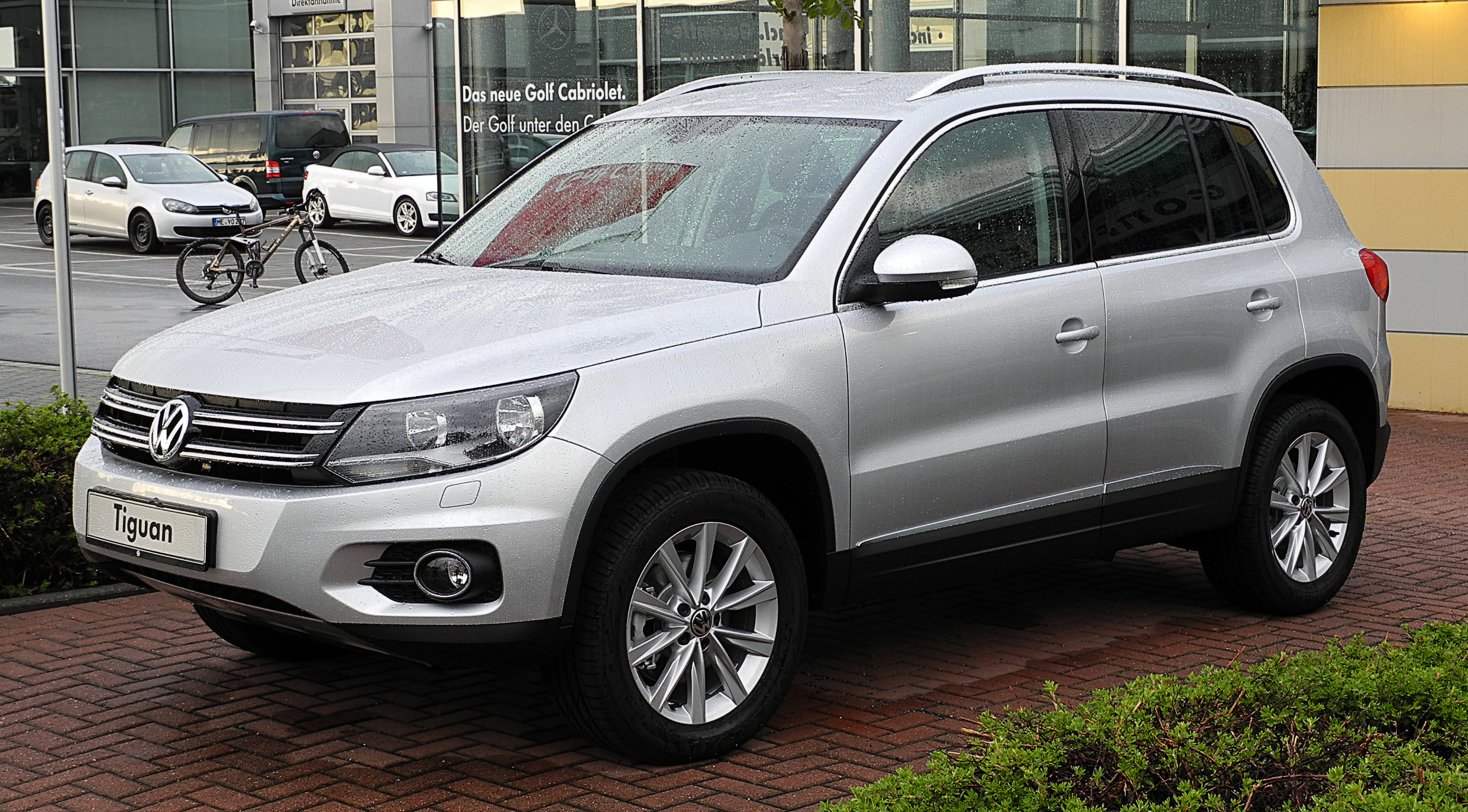 datei vw tiguan track style 2 0 tdi 4motion bluemotion technology facelift frontansicht. Black Bedroom Furniture Sets. Home Design Ideas