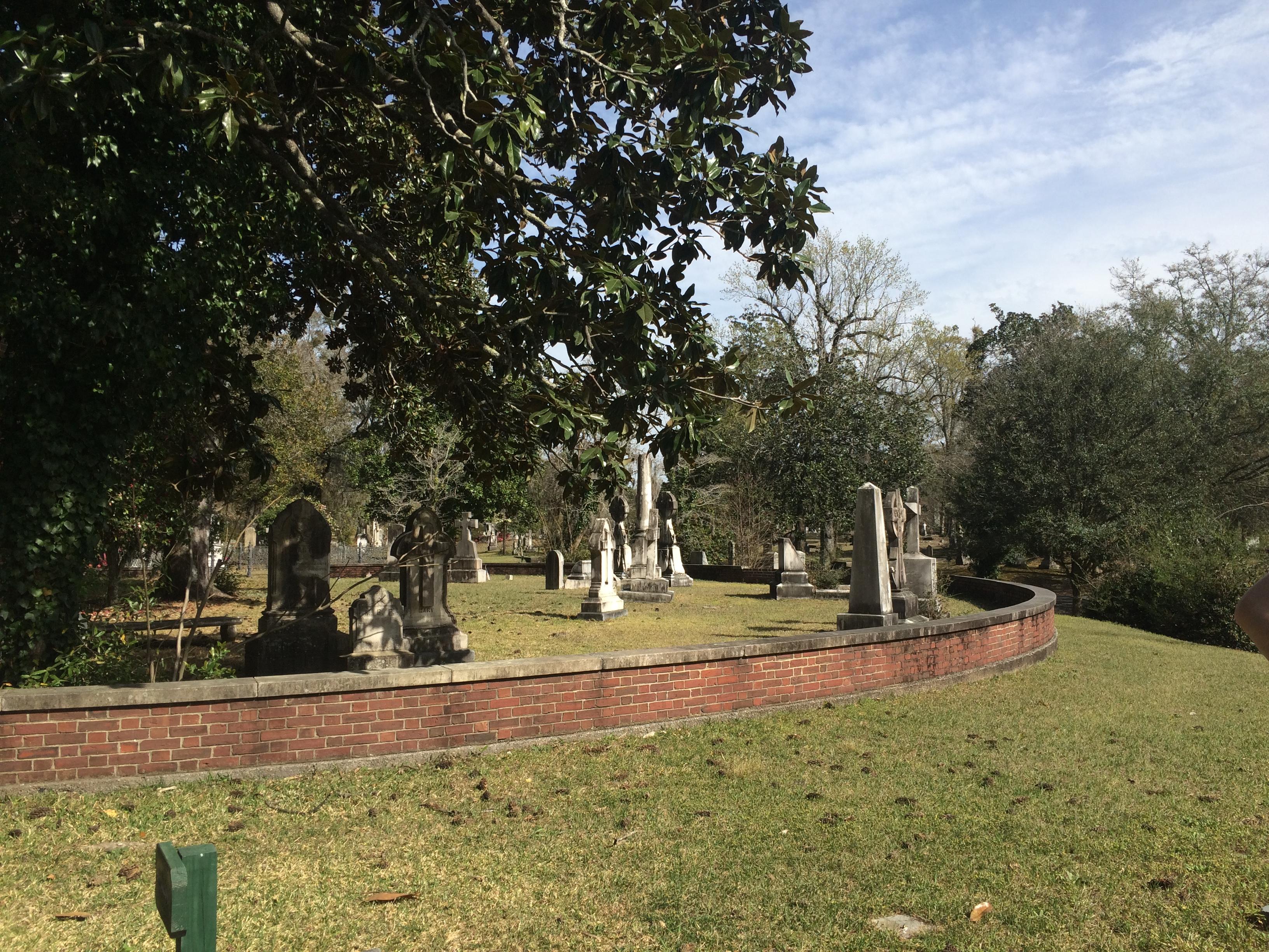 File:Wilmington's Oakdale Cemetery jpg - Wikimedia Commons