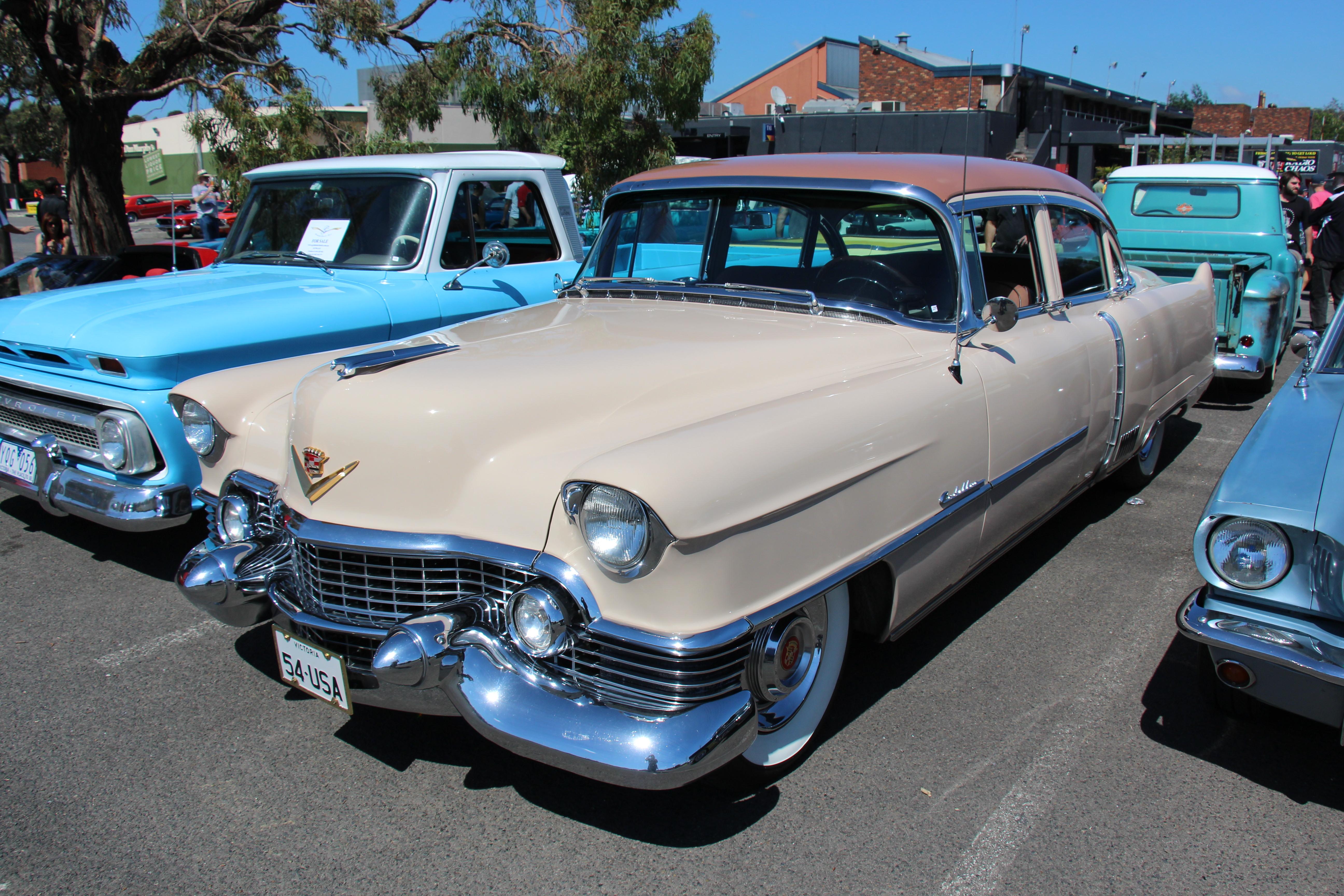 1954_Cadillac_60_Special_Sedan_(15902448