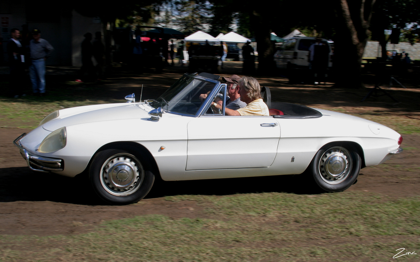 File:1972 Alfa Romeo Spider - white - svl (4637760990).jpg - Wikimedia Commons