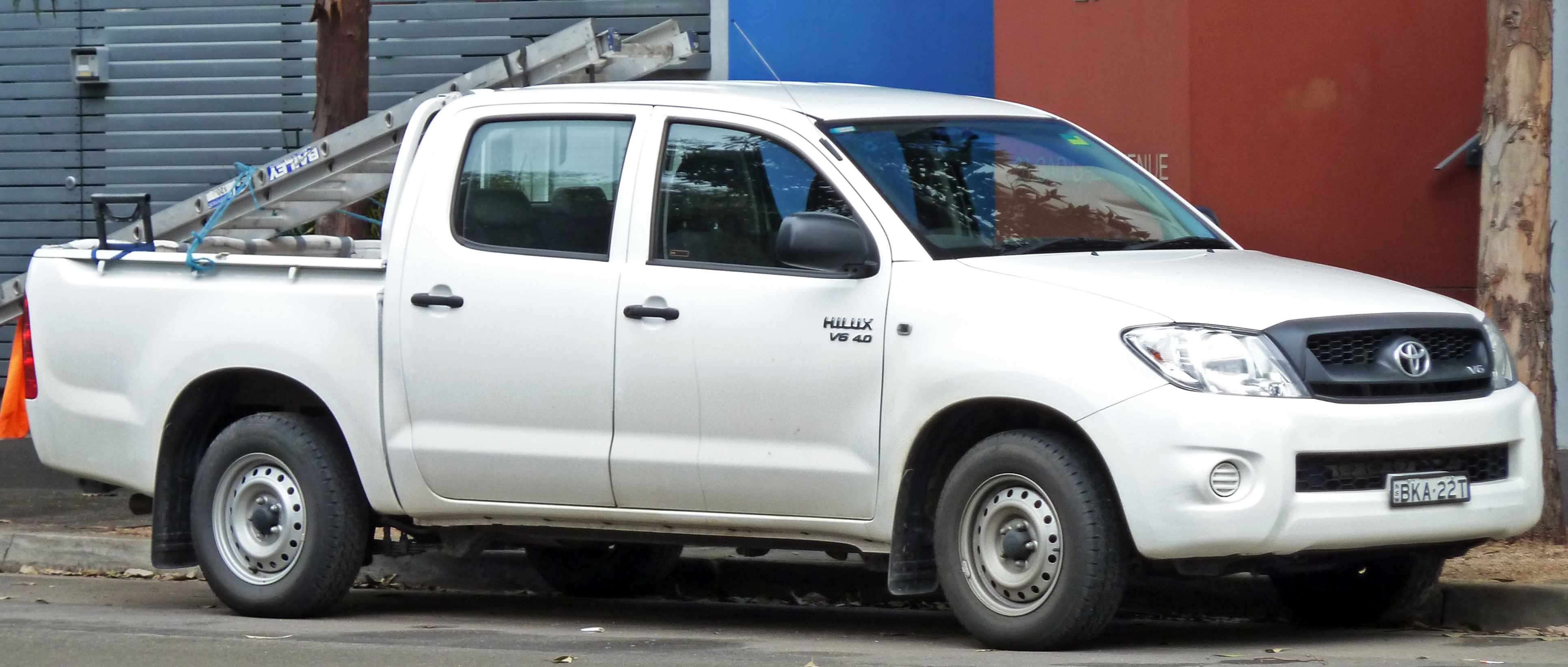 File 2008 2010 Toyota Hilux Ggn15r Sr 4 Door Utility 01