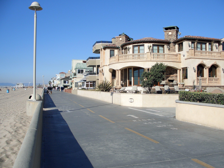Hermosa Beach Apartment Complex