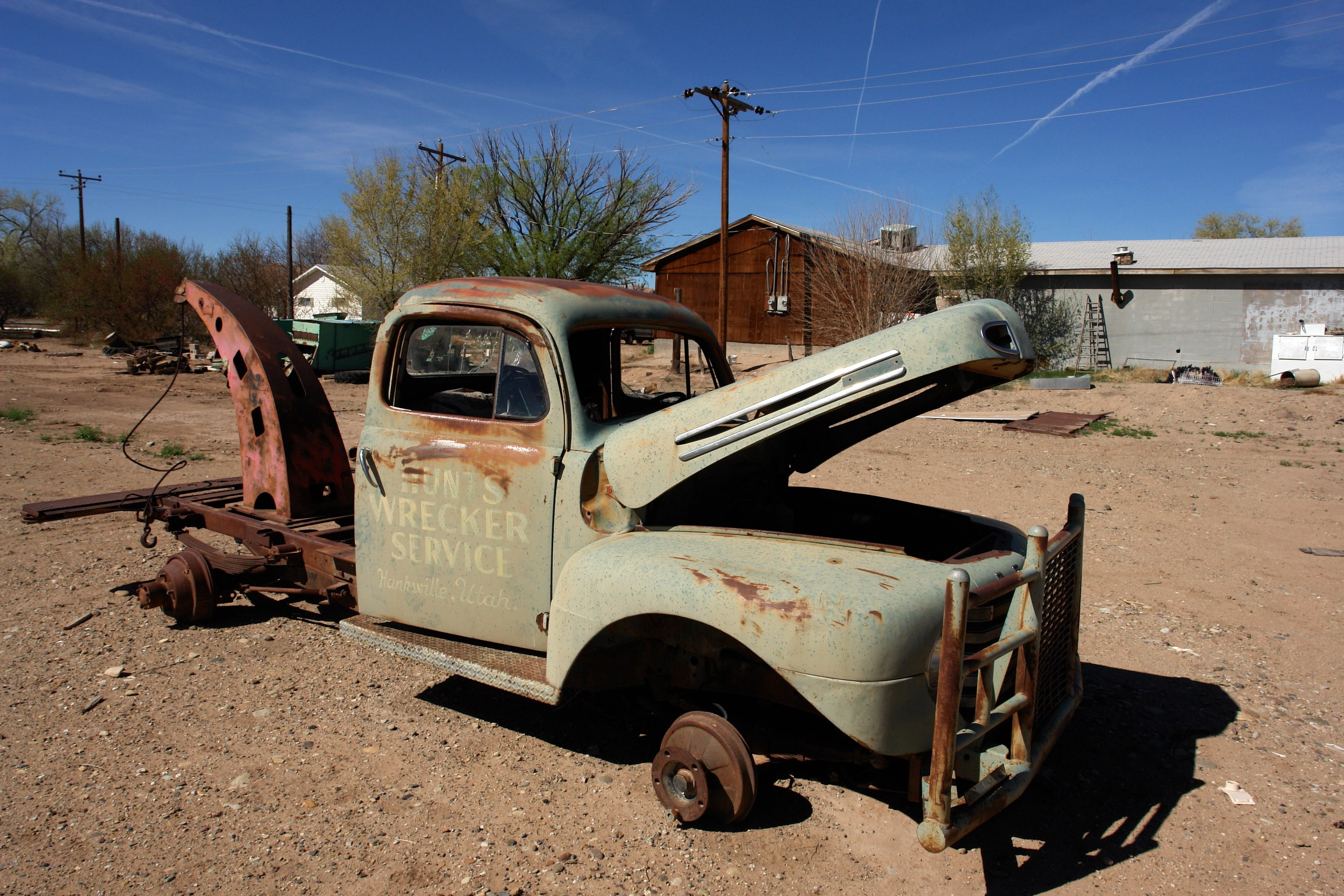 File:Abandoned Old Rusty Car (3467150757).jpg - Wikimedia Commons
