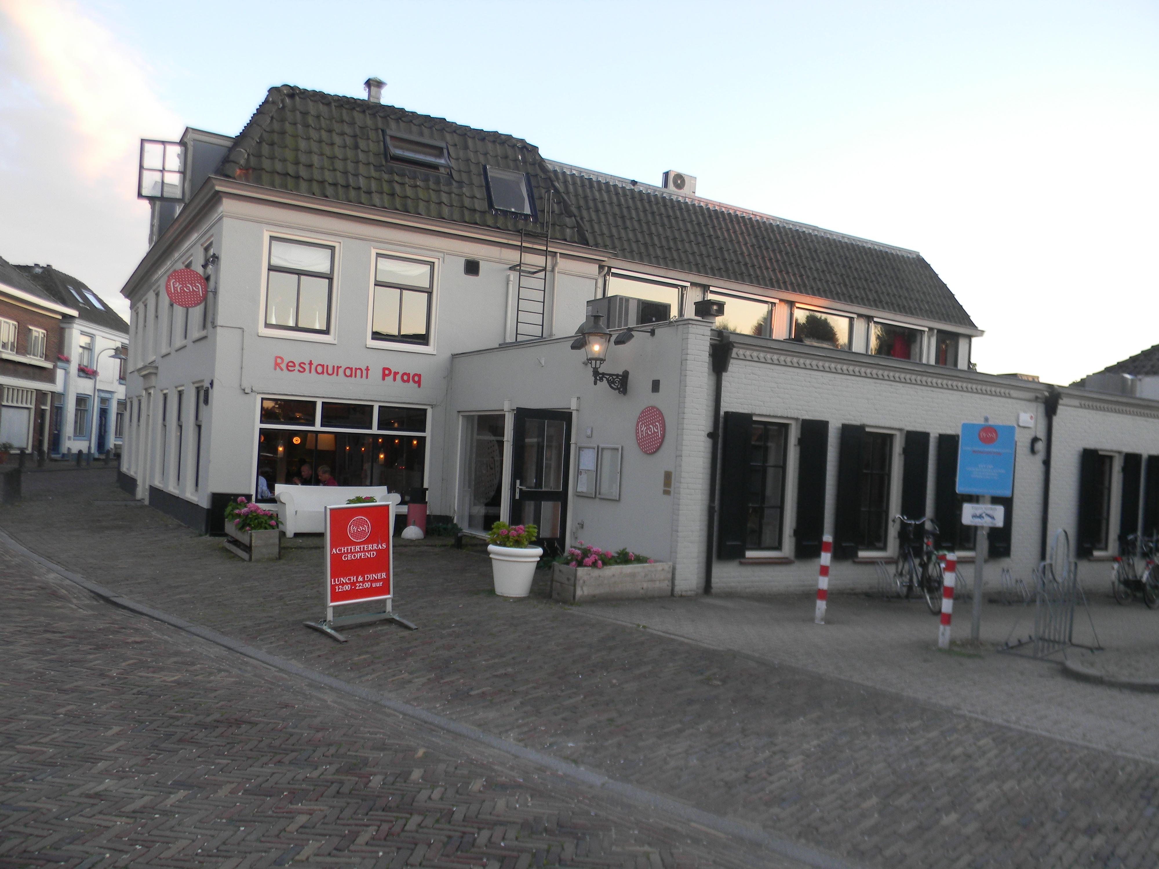 Herberg de oude prins gepleisterd huis met strakke gootlijsten in amstelveen monument for Deco oude huis
