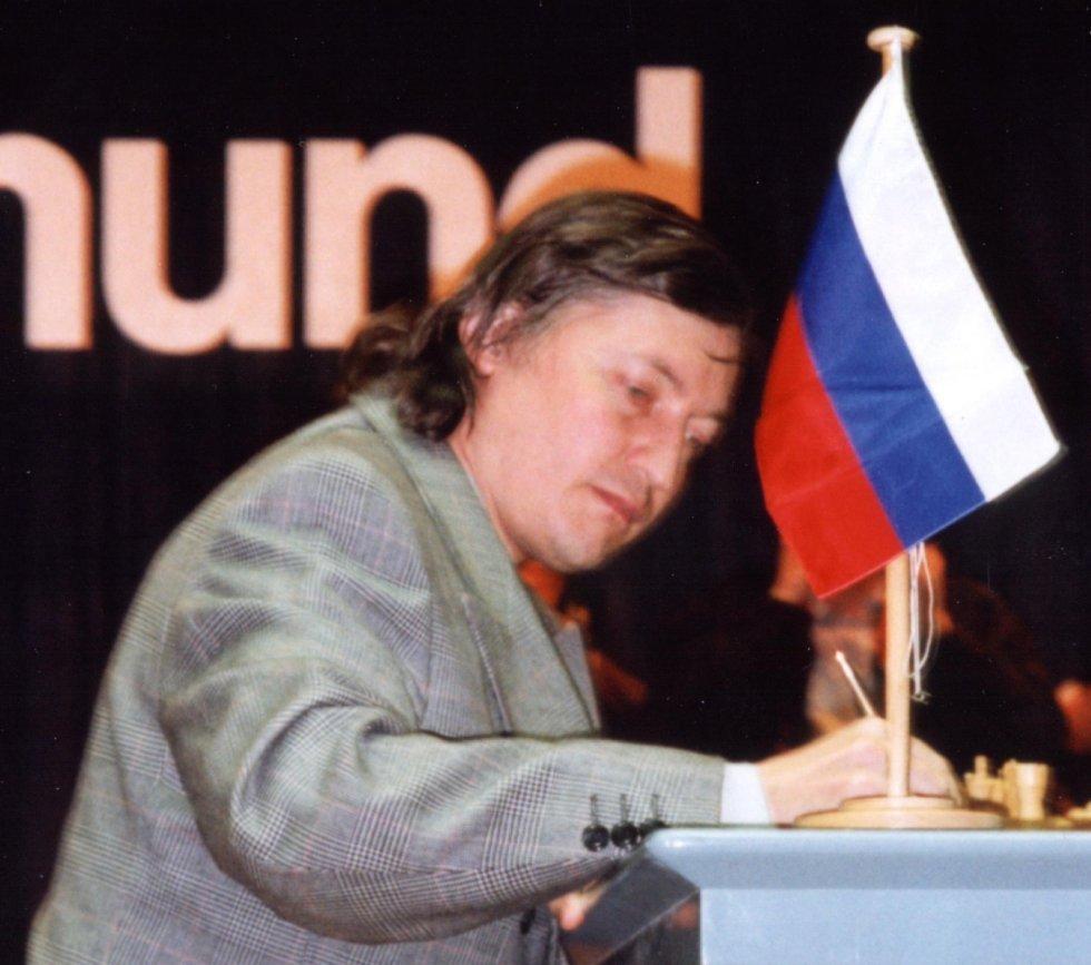 Nella foto: Karpov nel 1996