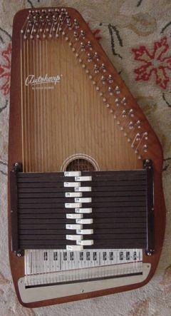 http://upload.wikimedia.org/wikipedia/commons/6/6b/Autoharp.jpg