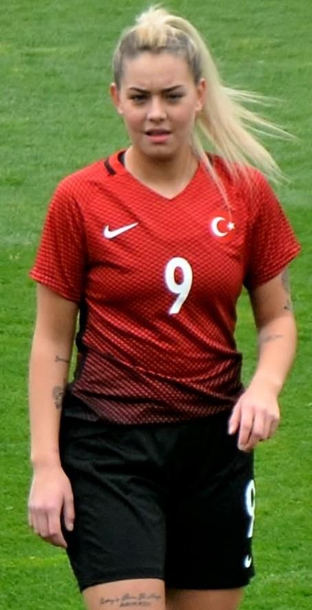 Aycan Yanaç - Vikipedi