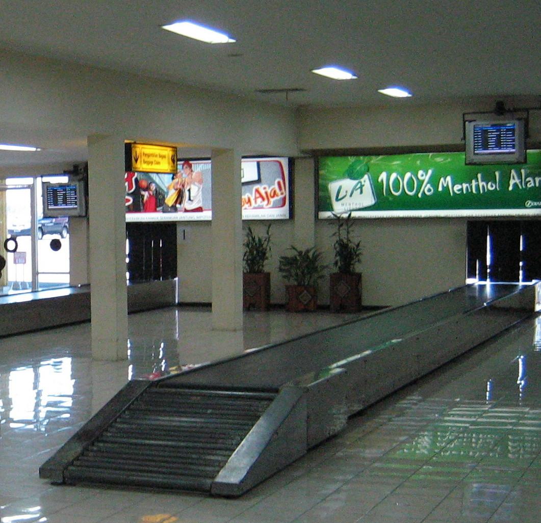 File:Baggage claim makassar.jpg