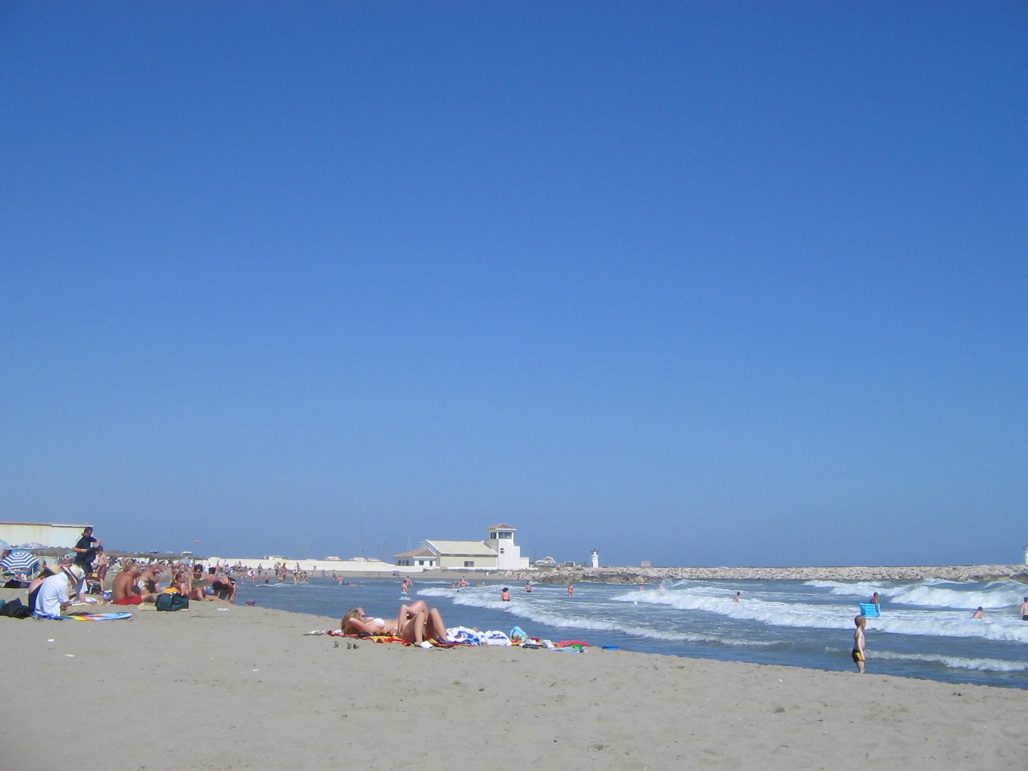 File:Cabopino beach, Costa del Sol, Spain 2005 15.jpg - Wikimedia Commons