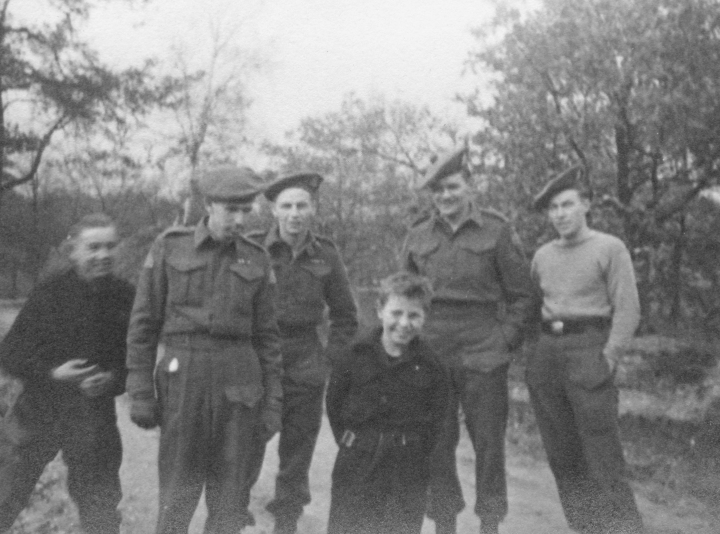 canadian troops in ww2 The years between the outbreak of wwii in september 1939 and june 1944   it focuses on both the canadian soldiers, sailors and airmen who fought in the.