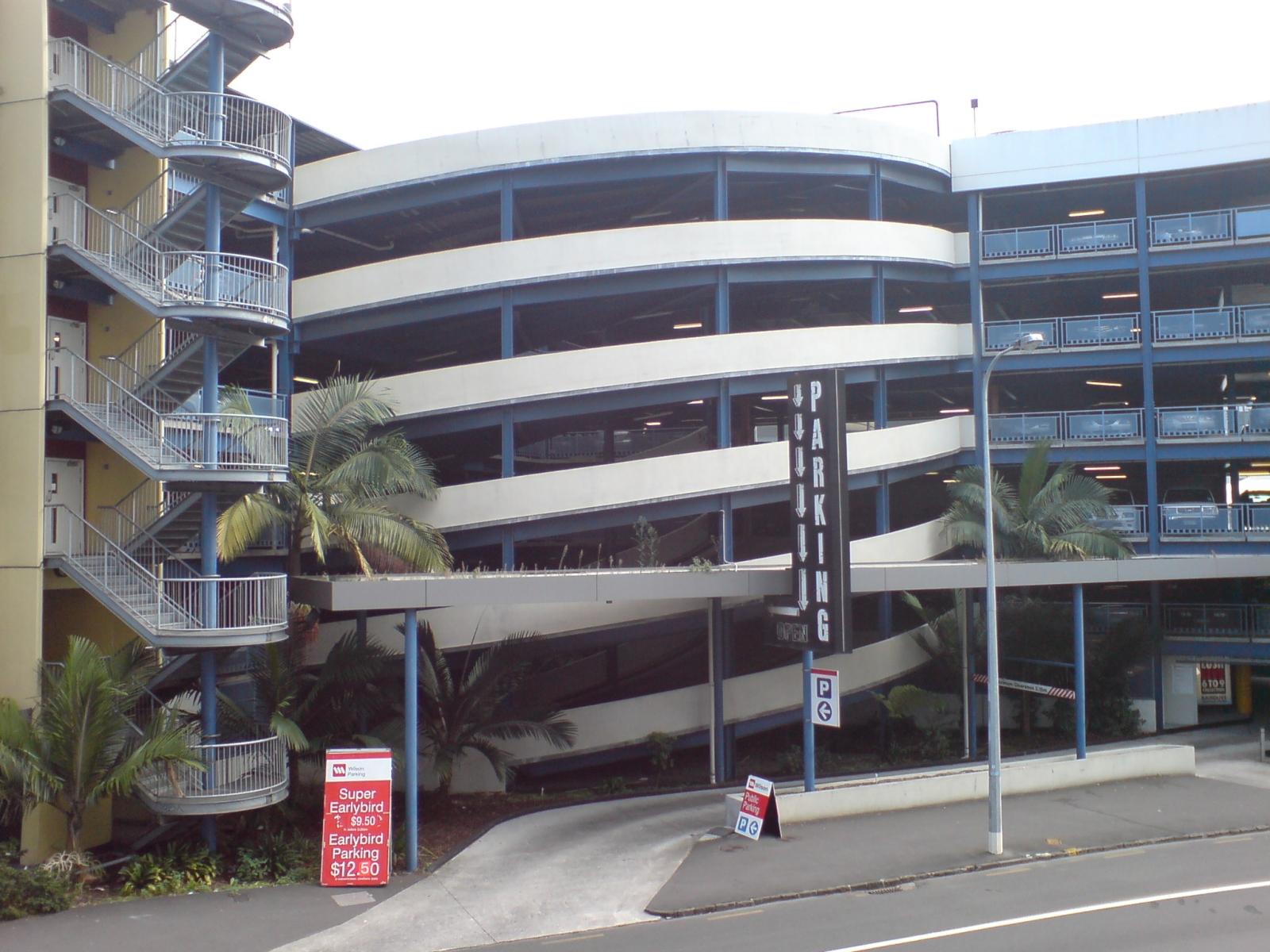 File:Car Parking Building In Auckland CBD.jpg - Wikimedia Commons