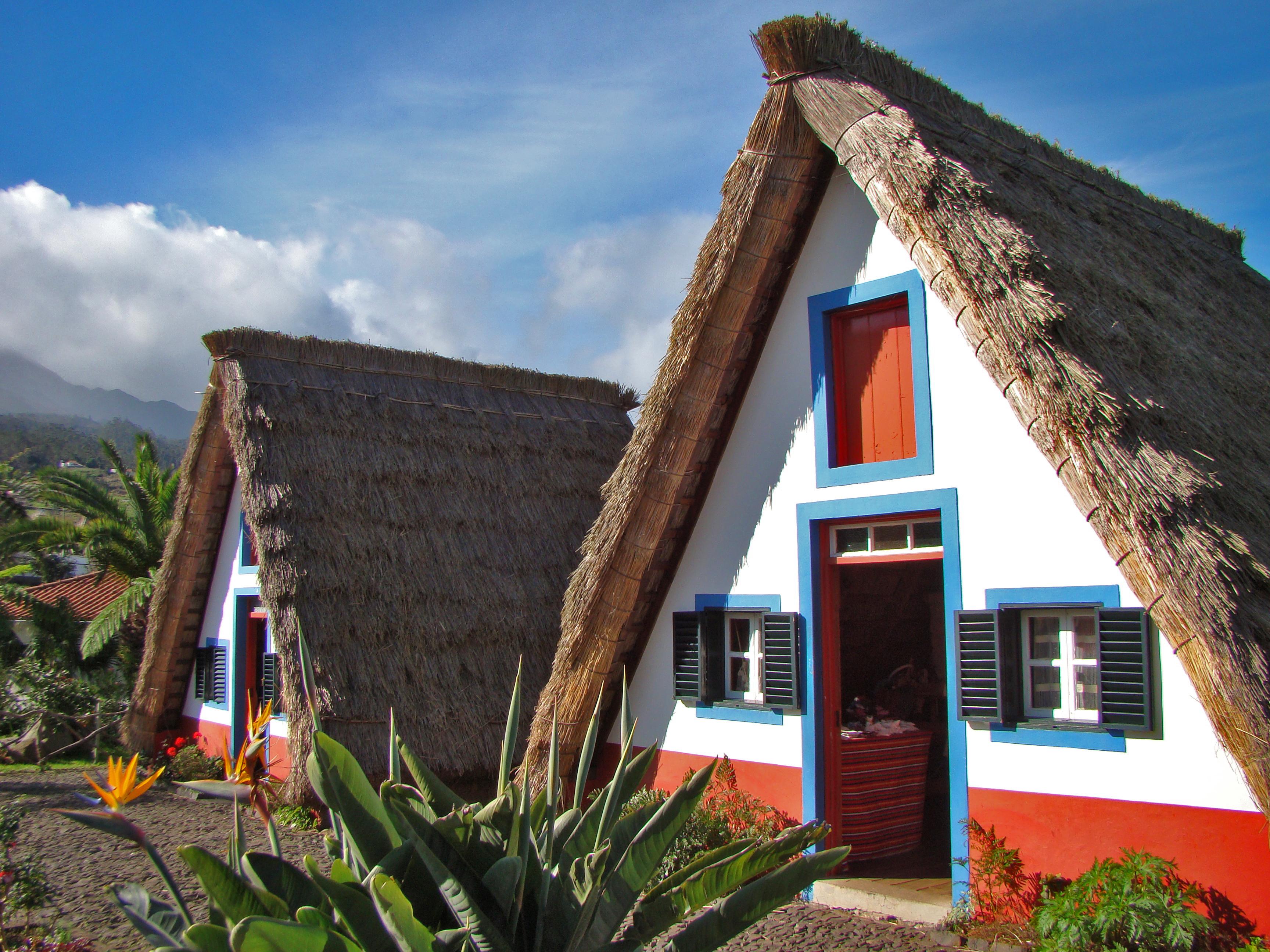 File casas de santana wikimedia commons - Casas de madera portugal ...