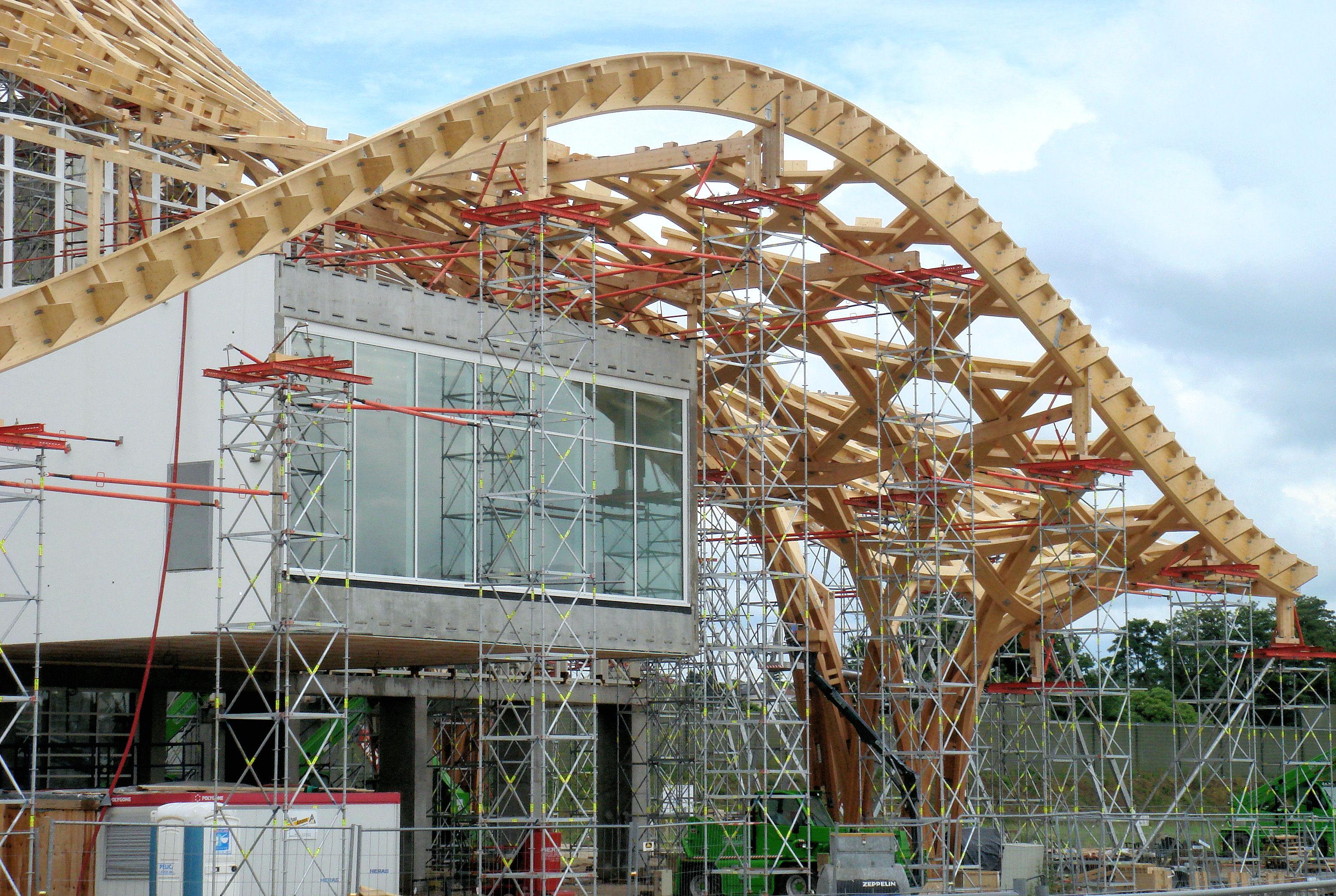 Section Bois De Charpente - File Centre Pompidou Metz Charpente en bois autour de la galerie 1 et pied tulipe de la