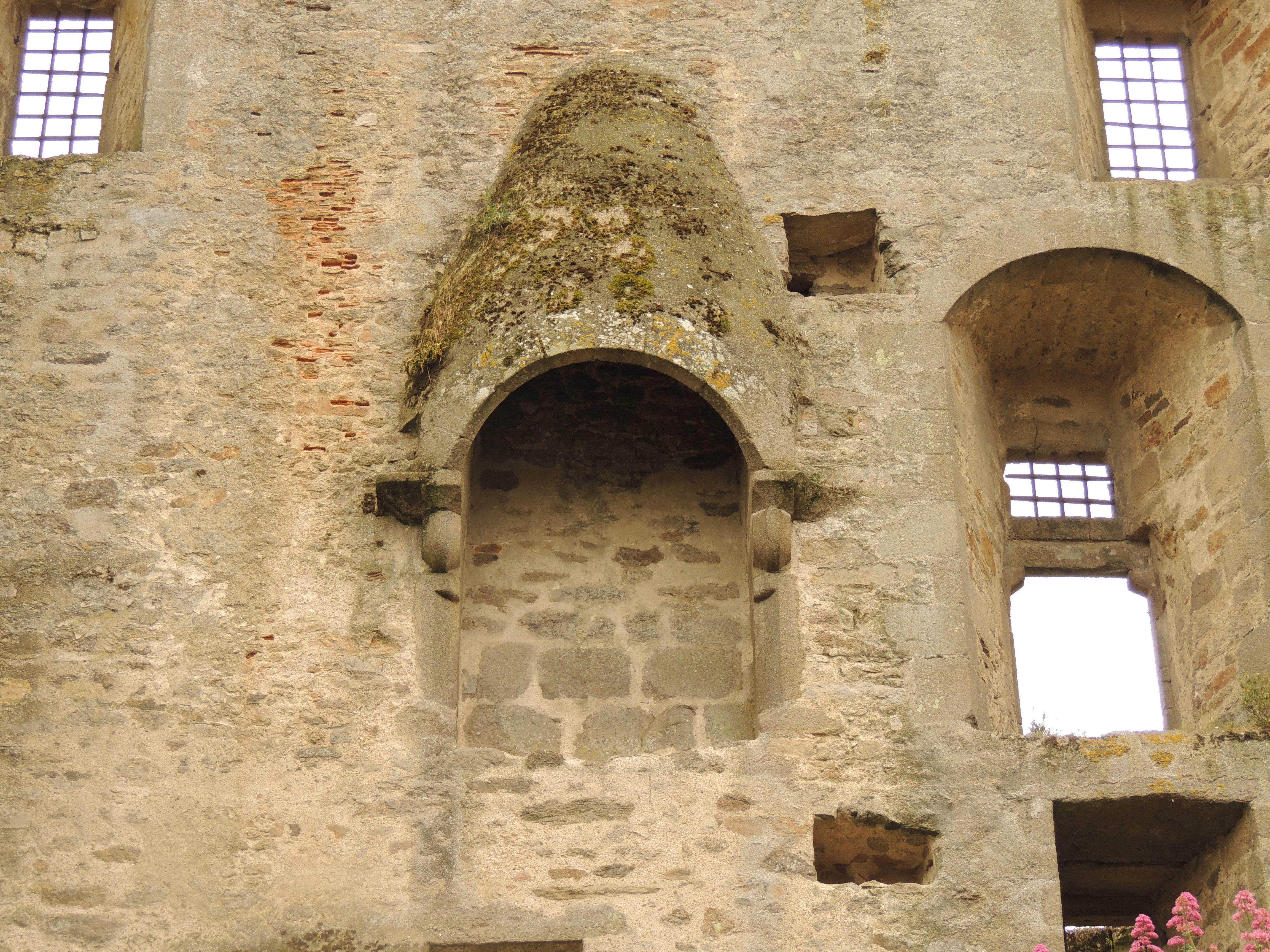Fichier Chateau De Clisson Donjon Chatelet Cheminee Conique Jpg