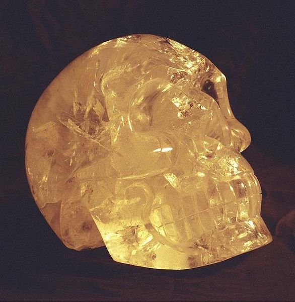 http://upload.wikimedia.org/wikipedia/commons/6/6b/Crystal_skull.jpg