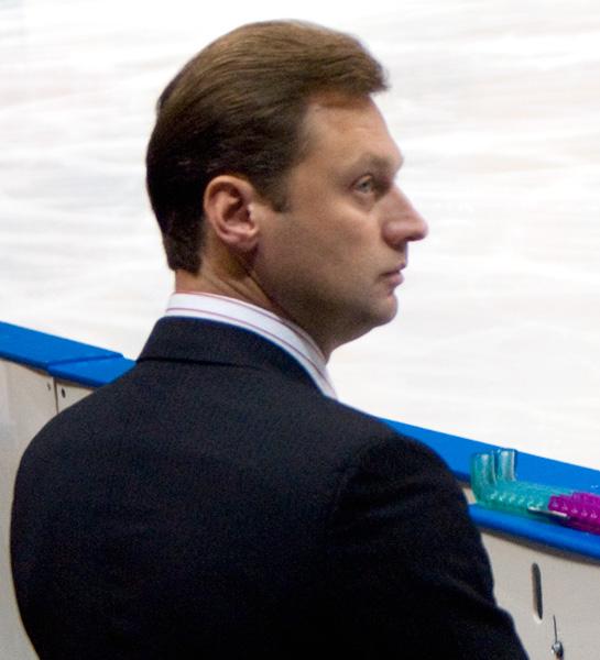 https://upload.wikimedia.org/wikipedia/commons/6/6b/Cup_of_Russia_2010_-_Viktor_Petrenko_%282%29.jpg