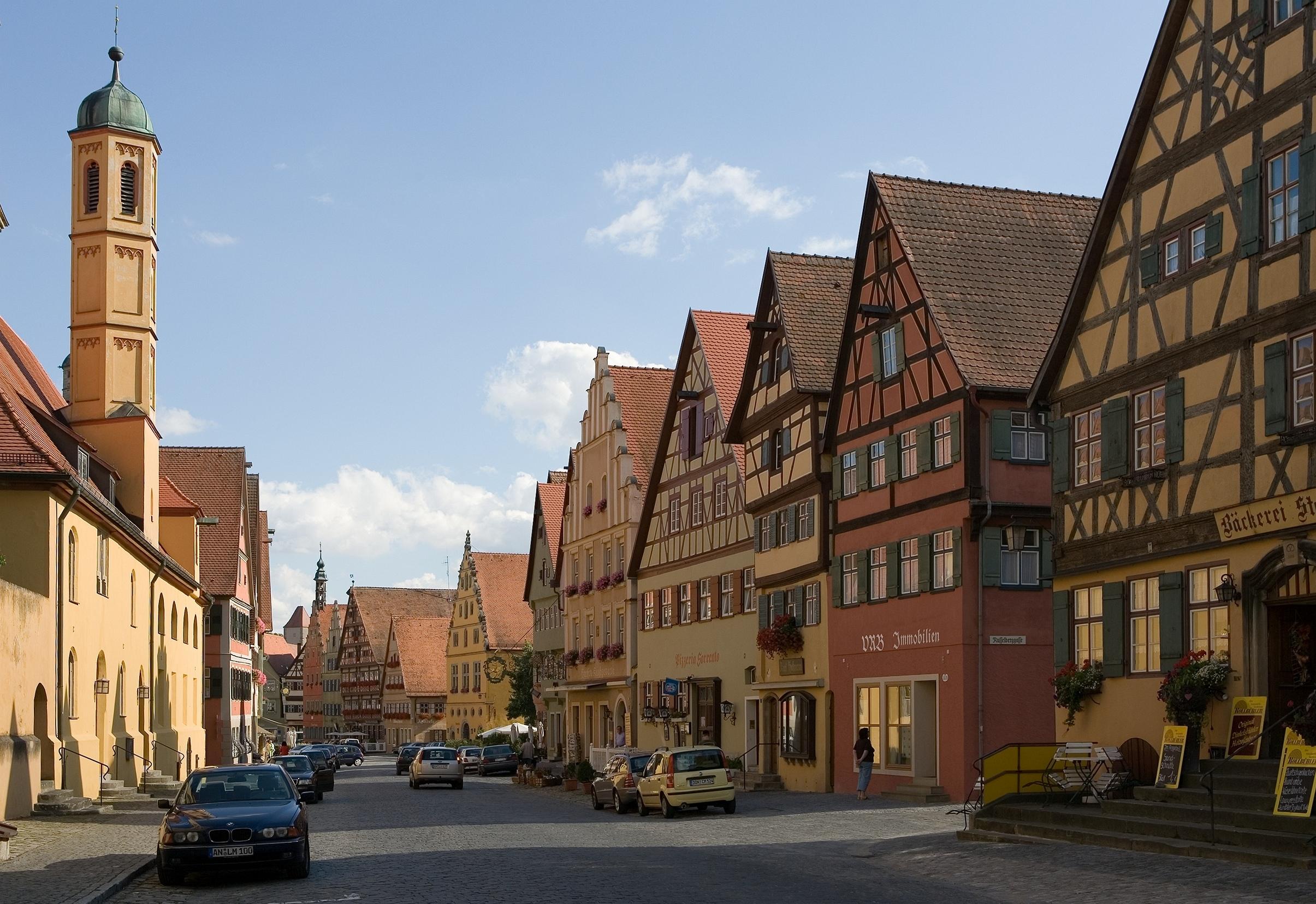 File:Dinkelsbuehl-Doktor-Martin-Luther-Strasse-Sued.jpg ...