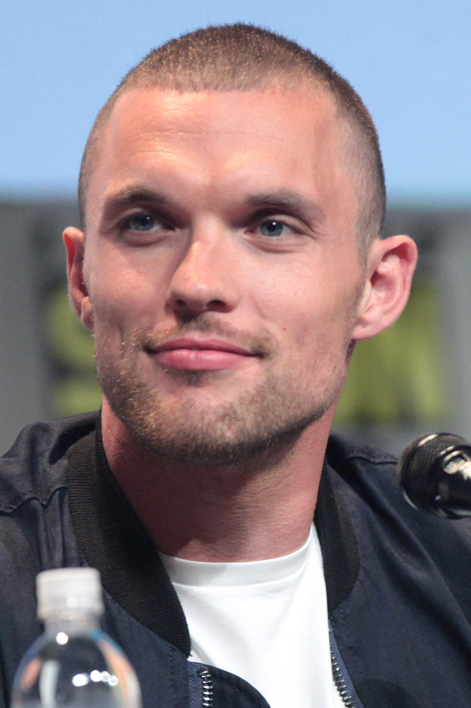 The 35-year old son of father (?) and mother(?) Ed Skrein in 2018 photo. Ed Skrein earned a  million dollar salary - leaving the net worth at 2 million in 2018
