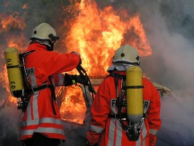 http://upload.wikimedia.org/wikipedia/commons/6/6b/Feuerwehreinsatz-gan1.jpg