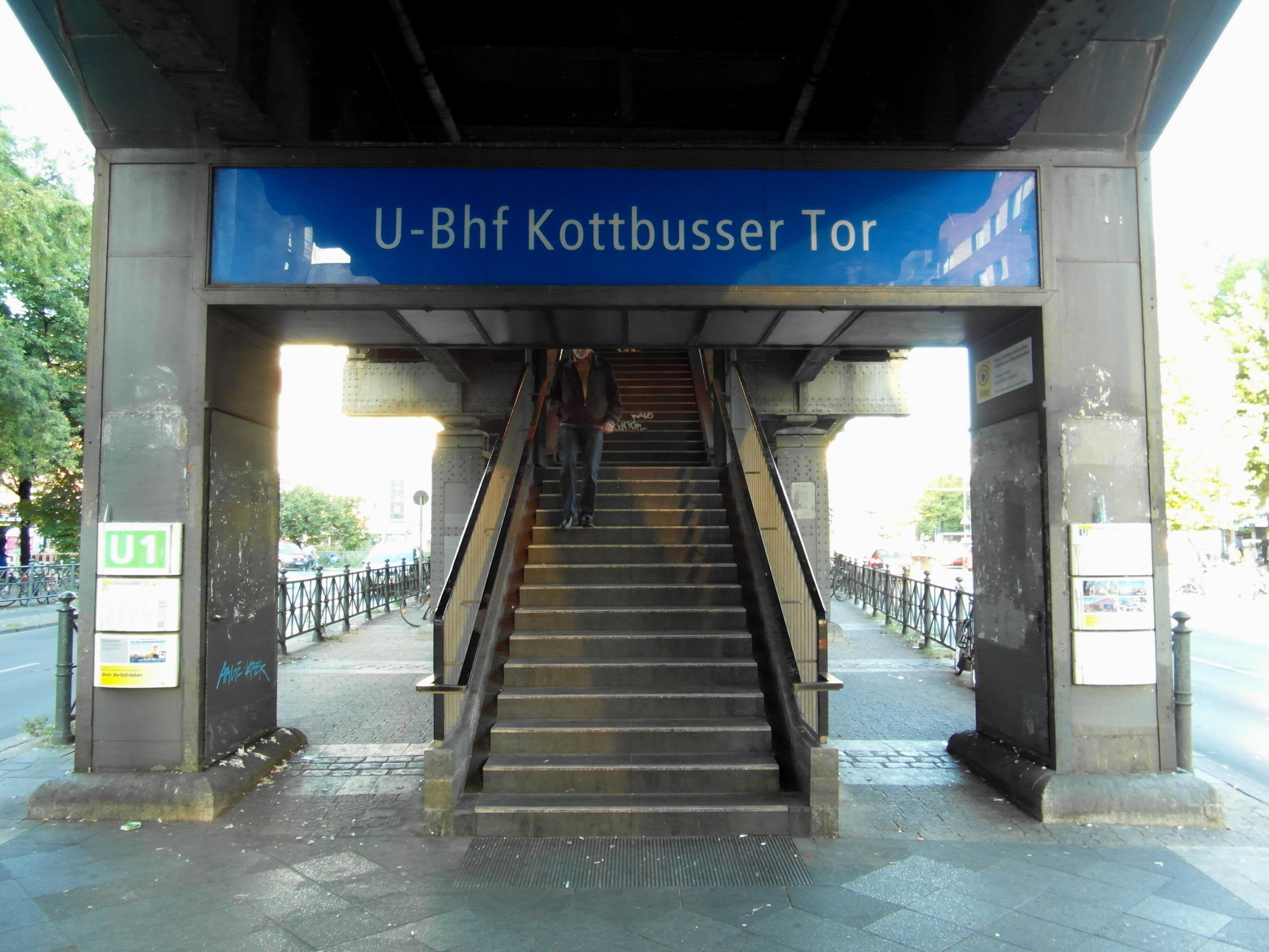 Flickr - IngolfBLN - Berlin - U-Bahnhof Kottbusser Tor (53).jpg
