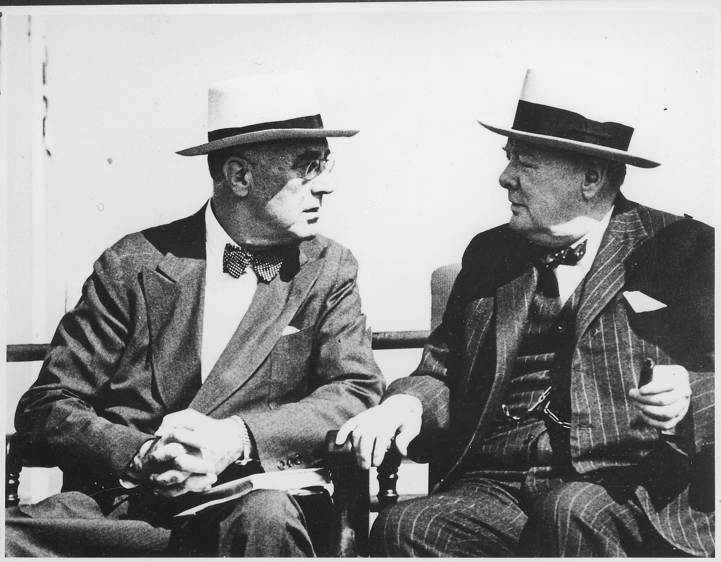 http://upload.wikimedia.org/wikipedia/commons/6/6b/Franklin_D._Roosevelt_and_Churchill_in_Quebec,_Canada_-_NARA_-_195419.jpg
